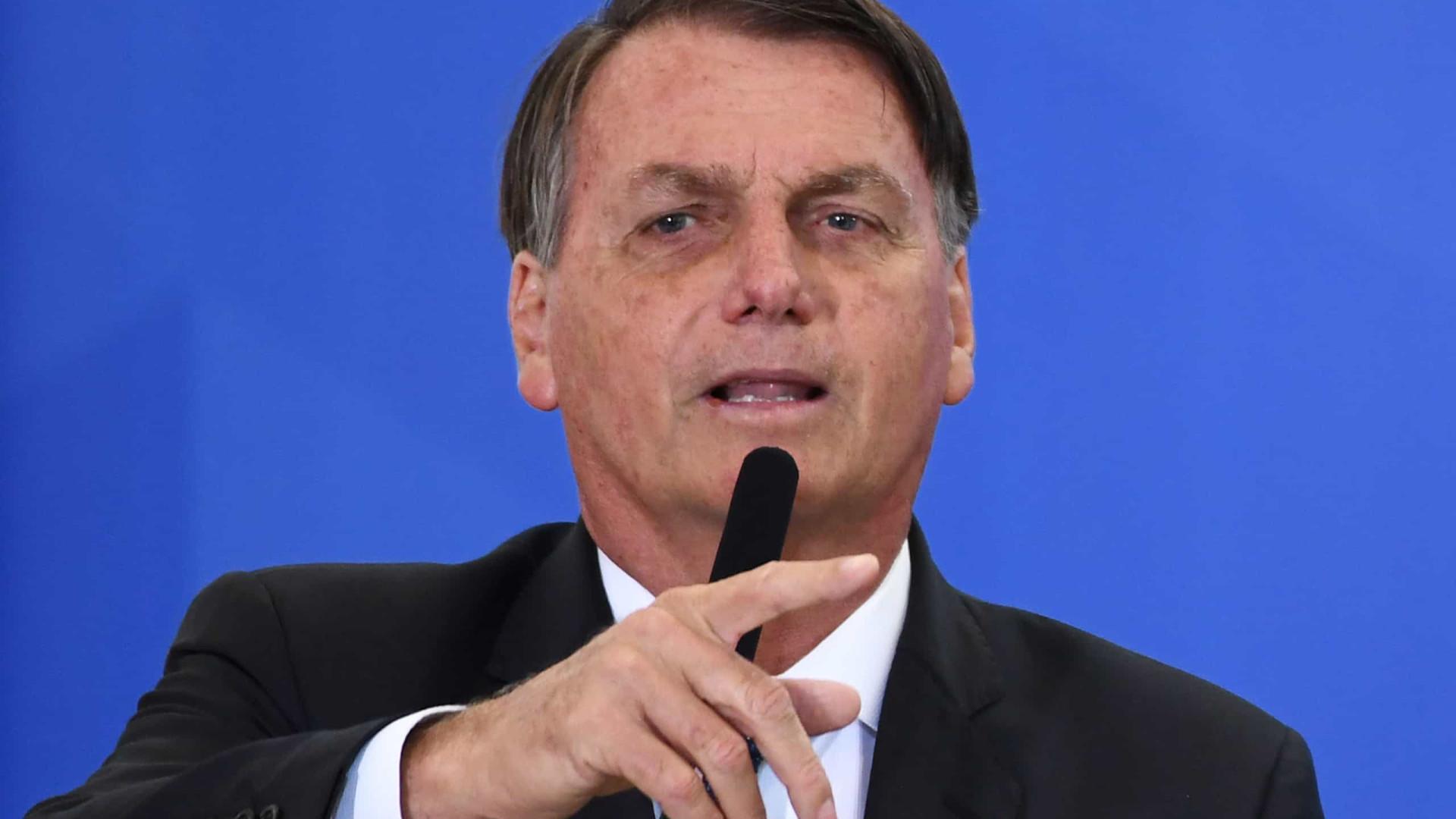 A investidores, Bolsonaro defende teto, agenda de privatizações e reformas