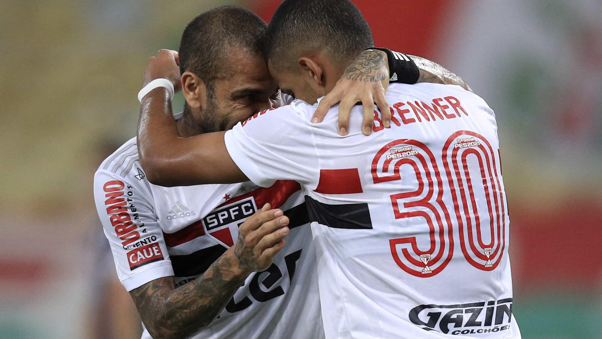 Erros na saída de bola até com Daniel Alves custam pontos e ameaçam São Paulo