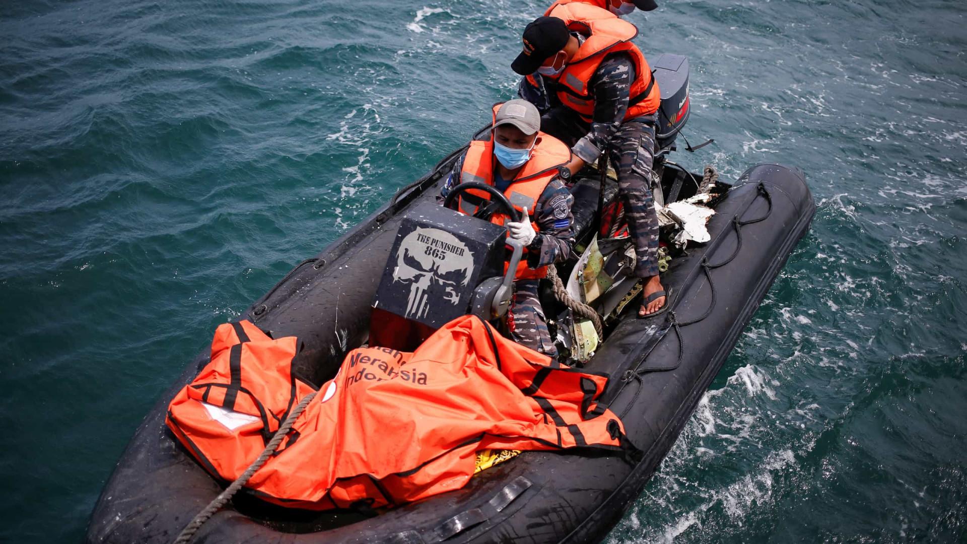 Recuperada caixa preta do avião que caiu ao mar na Indonésia