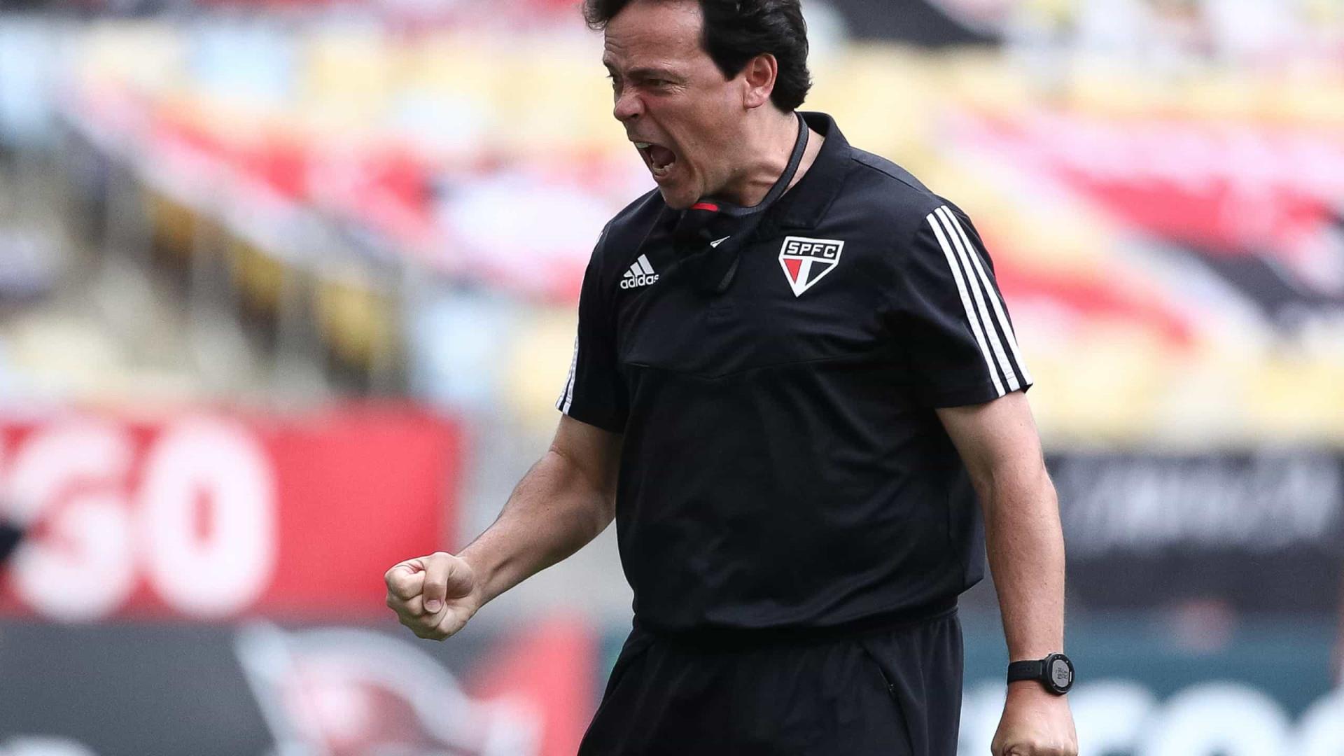 Com Tchê Tchê irritado e Diniz abatido, São Paulo vê ambiente mudar após discussão