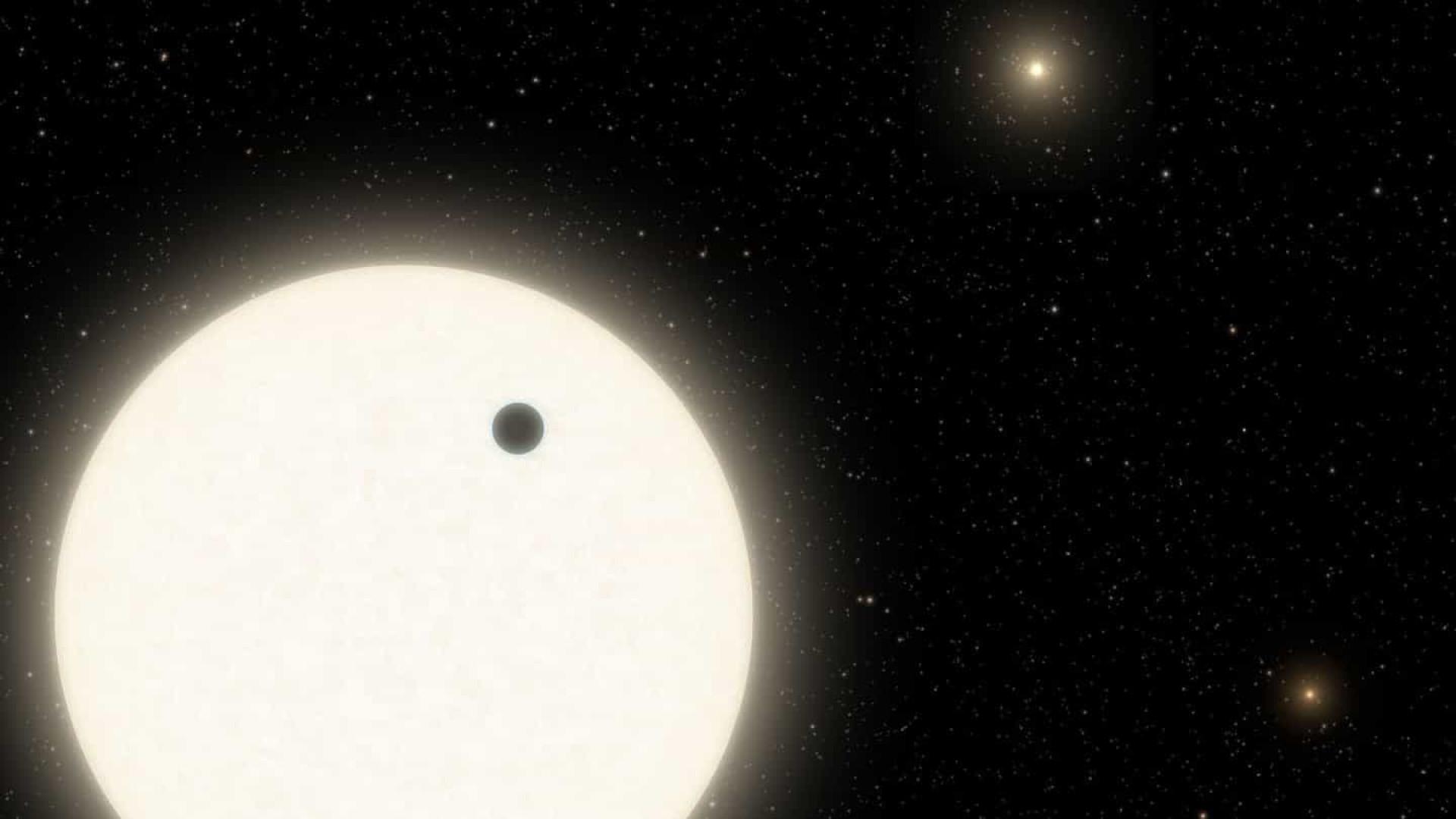 Astrônomos descobrem planeta em sistema com três estrelas