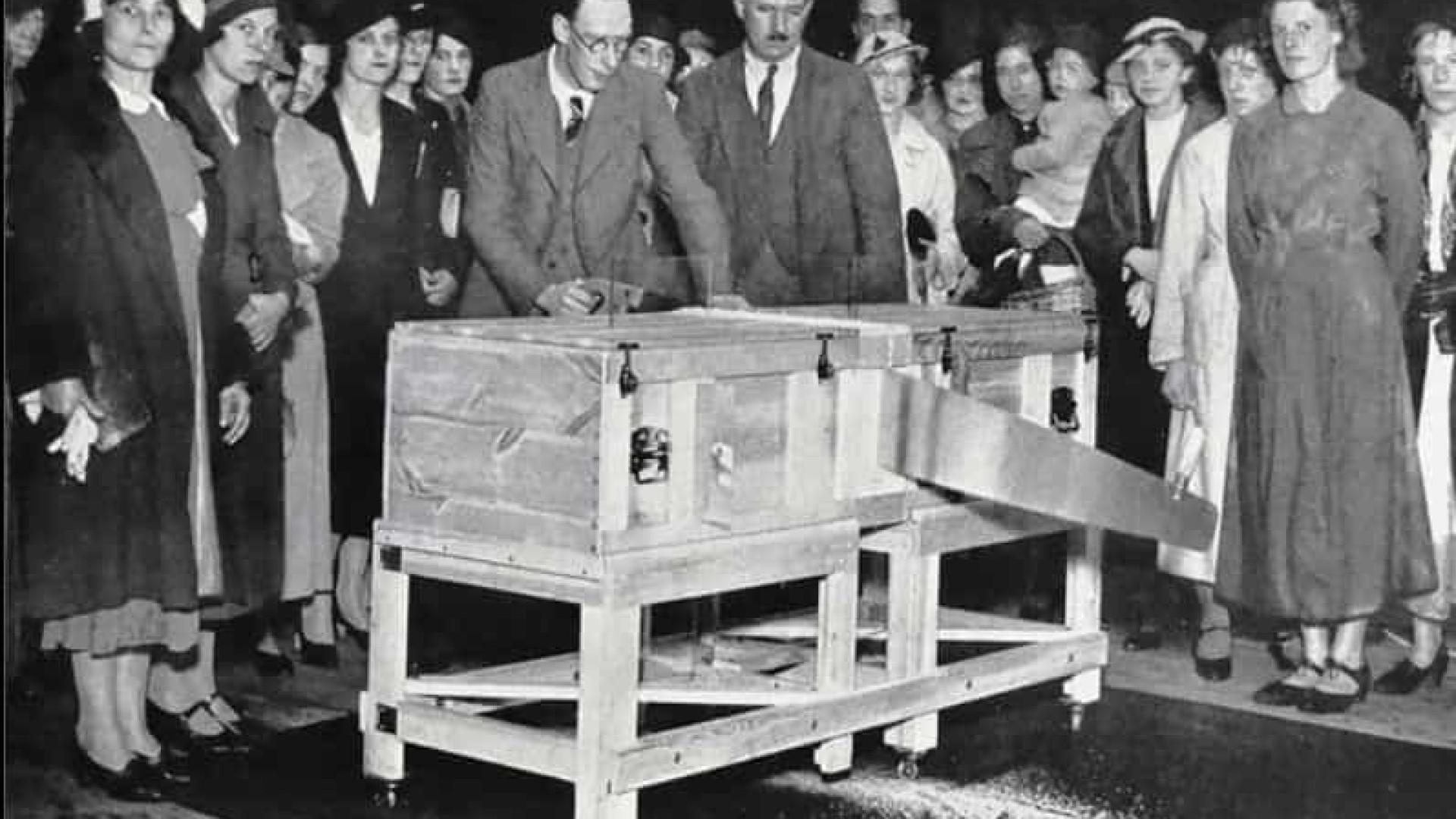 Mágicos marcam os 100 anos do truque de cortar pessoas ao meio