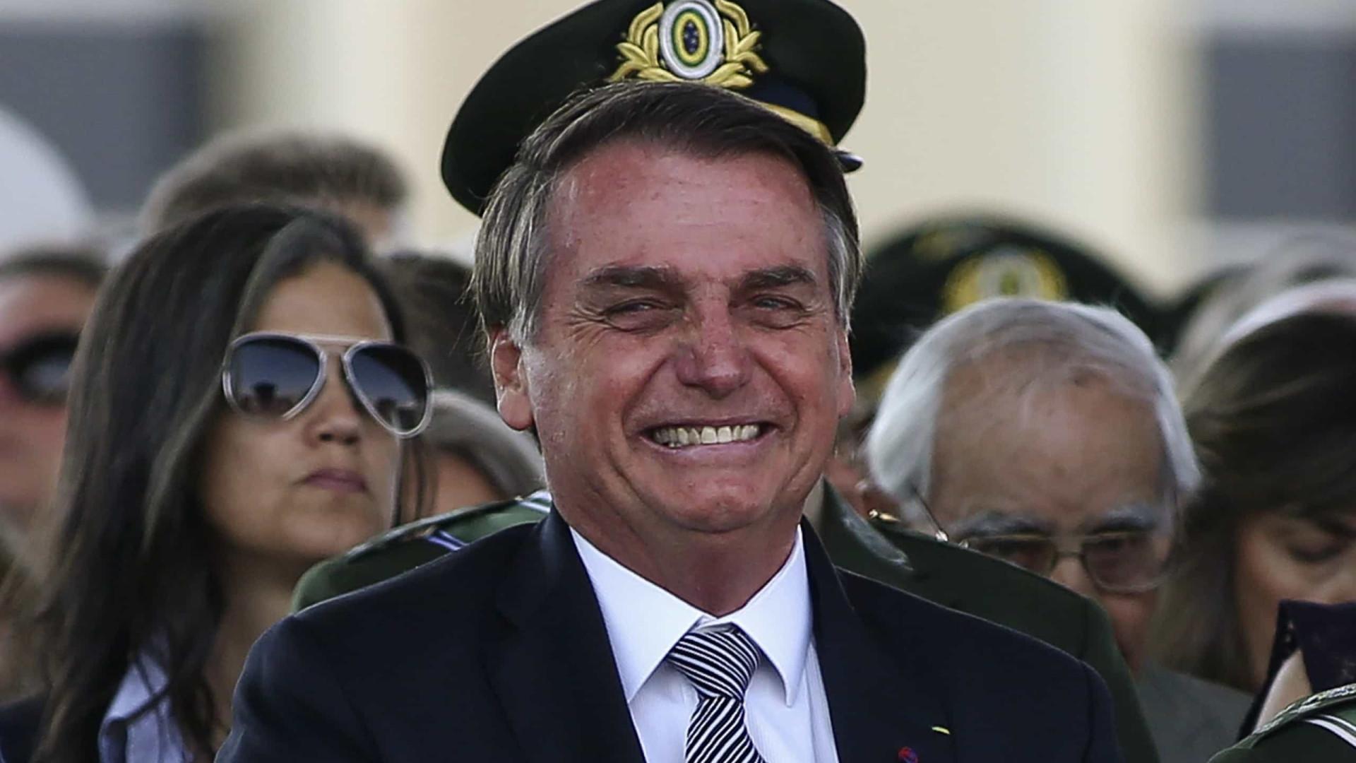 Após pedir fim de frescura e mi-mi-mi, Bolsonaro diz que lamenta 'qualquer morte'