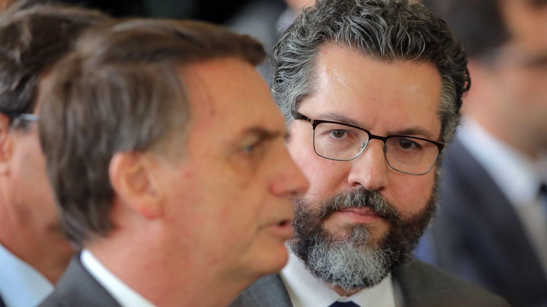 Bolsonaro diz que Araújo vai a Israel neste sábado tratar de spray nasal