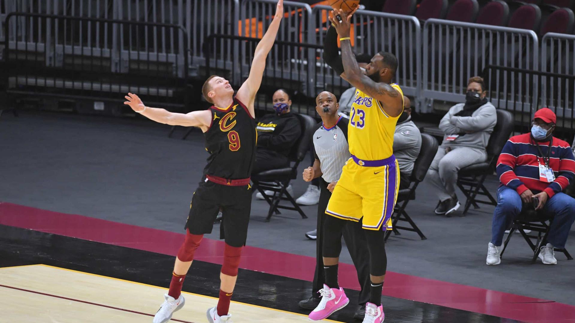 Com 46 pontos de LeBron James contra ex-time, Lakers vencem os Cavaliers na NBA
