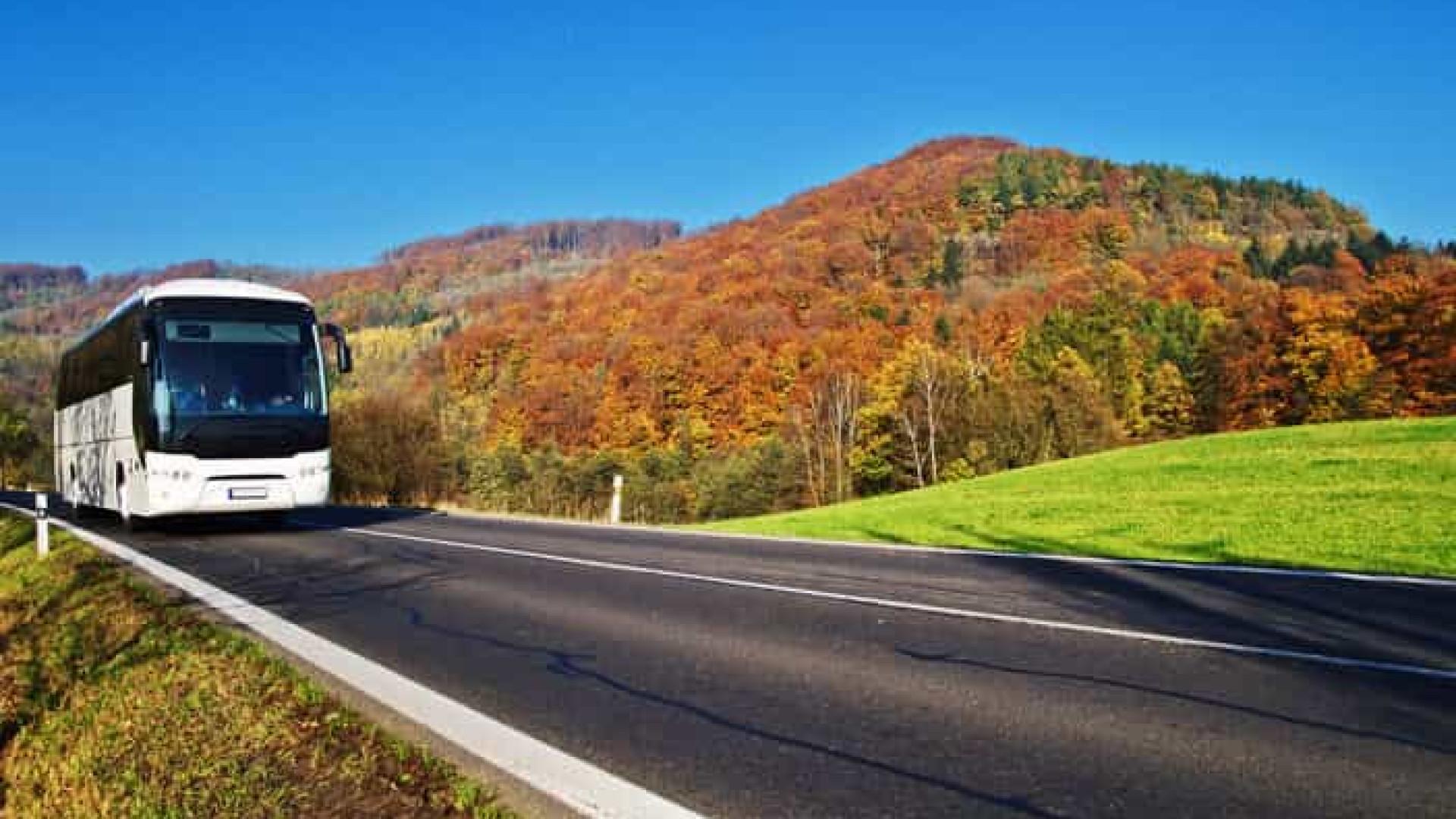 Empresa de ônibus no DF é condenada a indenizar passageiro abandonado na estrada