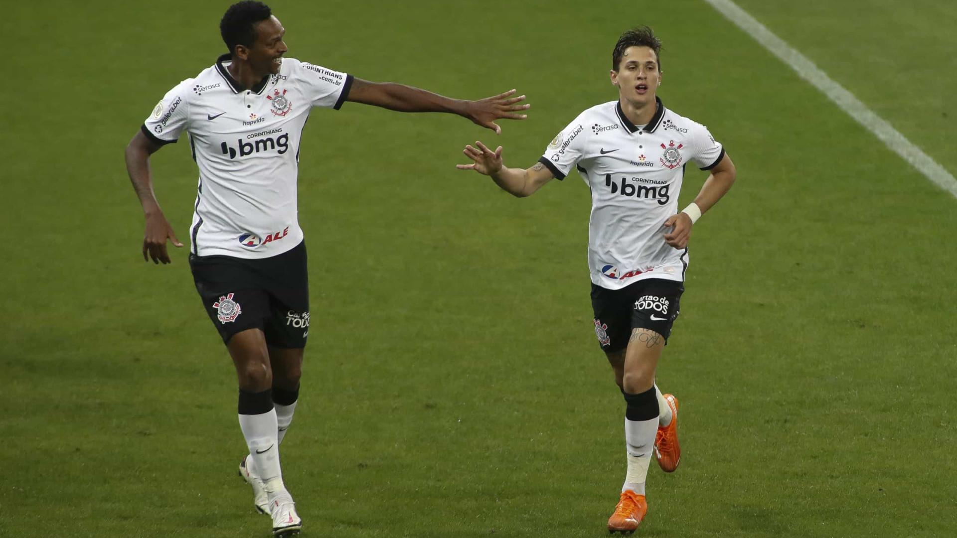 Corinthians e Athletico-PR empatam jogo frenético de seis gols pelo Brasileiro