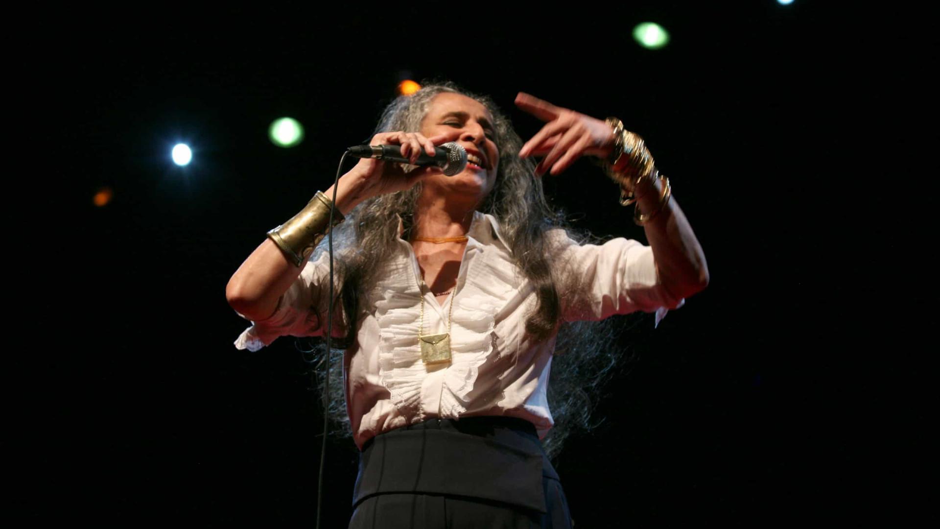 Maria Bethânia prepara sua primeira live sem fingir que tudo está normal
