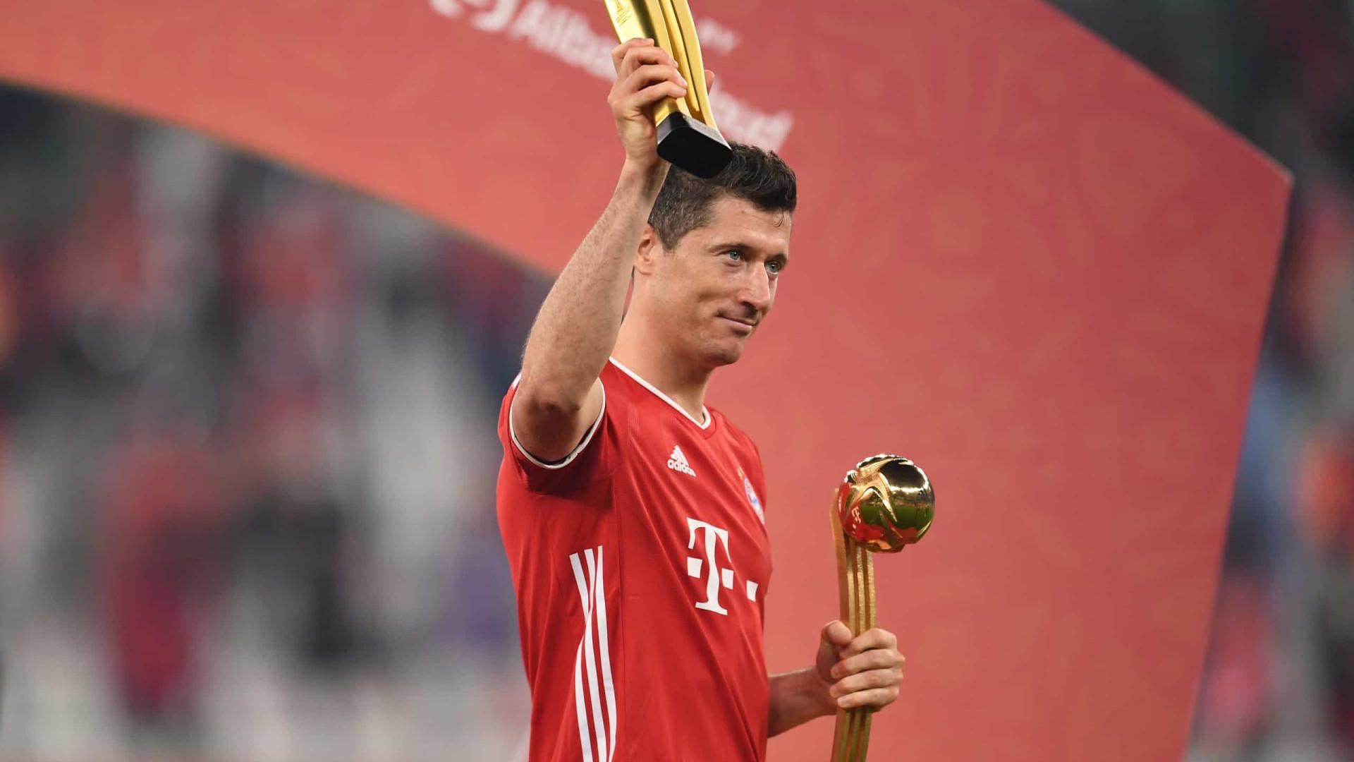 Lewandowski recebe a Bola de Ouro, mas exalta Messi e Cristiano Ronaldo