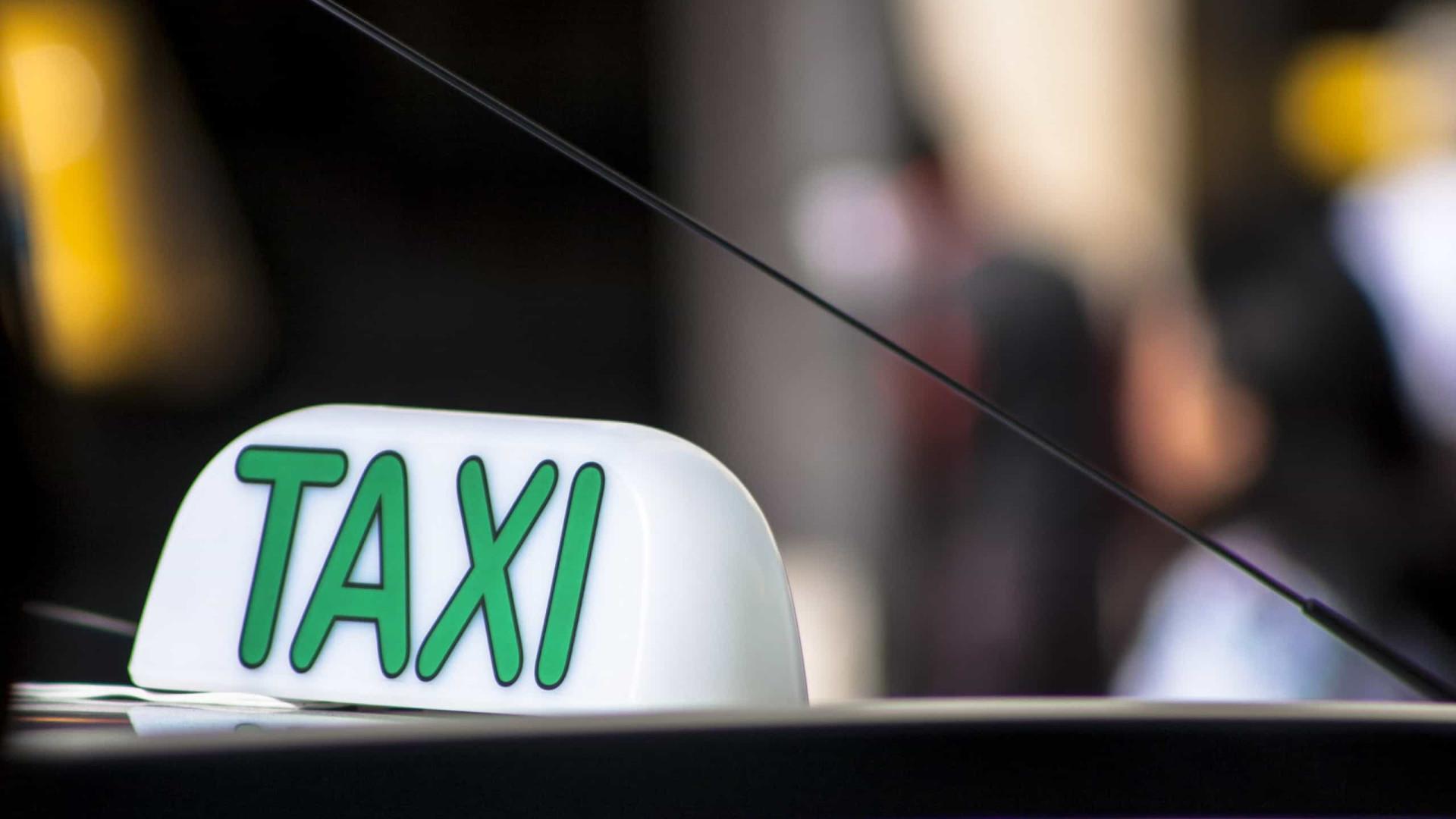Prefeitura de São Paulo volta a cobrar pelo alvará de taxistas