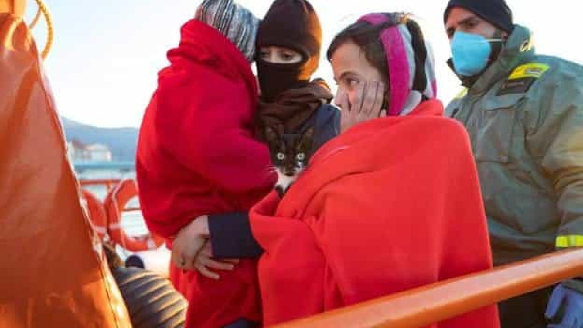 Menina que fugia de Marrocos para Espanha trazia nos braços o seu gato