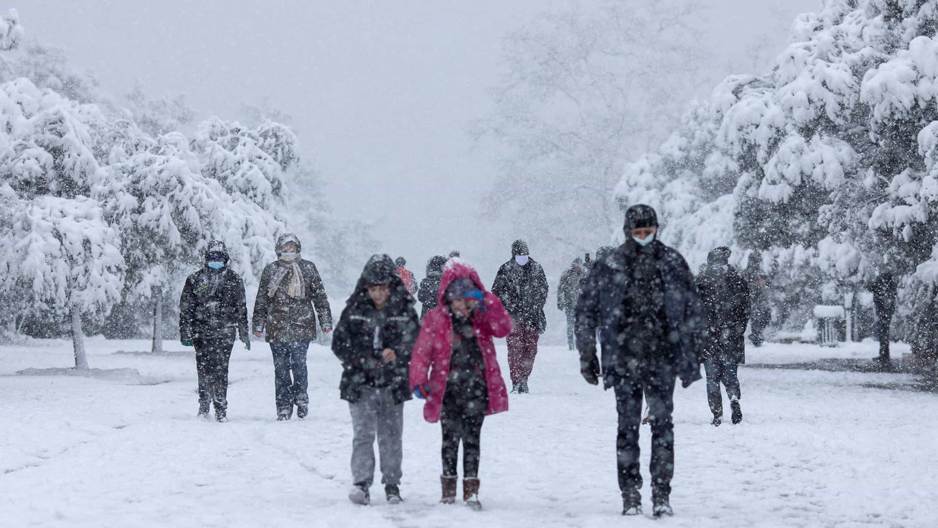 Onda de frio deixa ao menos 20 mortos e 5 milhões sem energia nos EUA