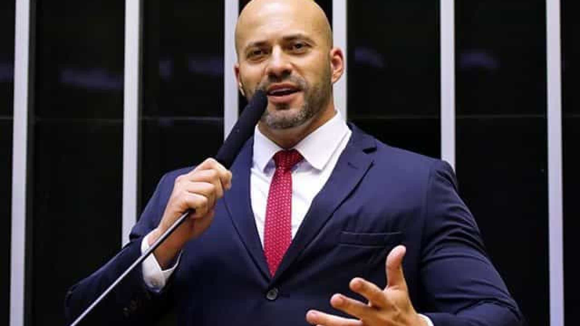 Ministro do STF autoriza prisão domiciliar para deputado Daniel Silveira