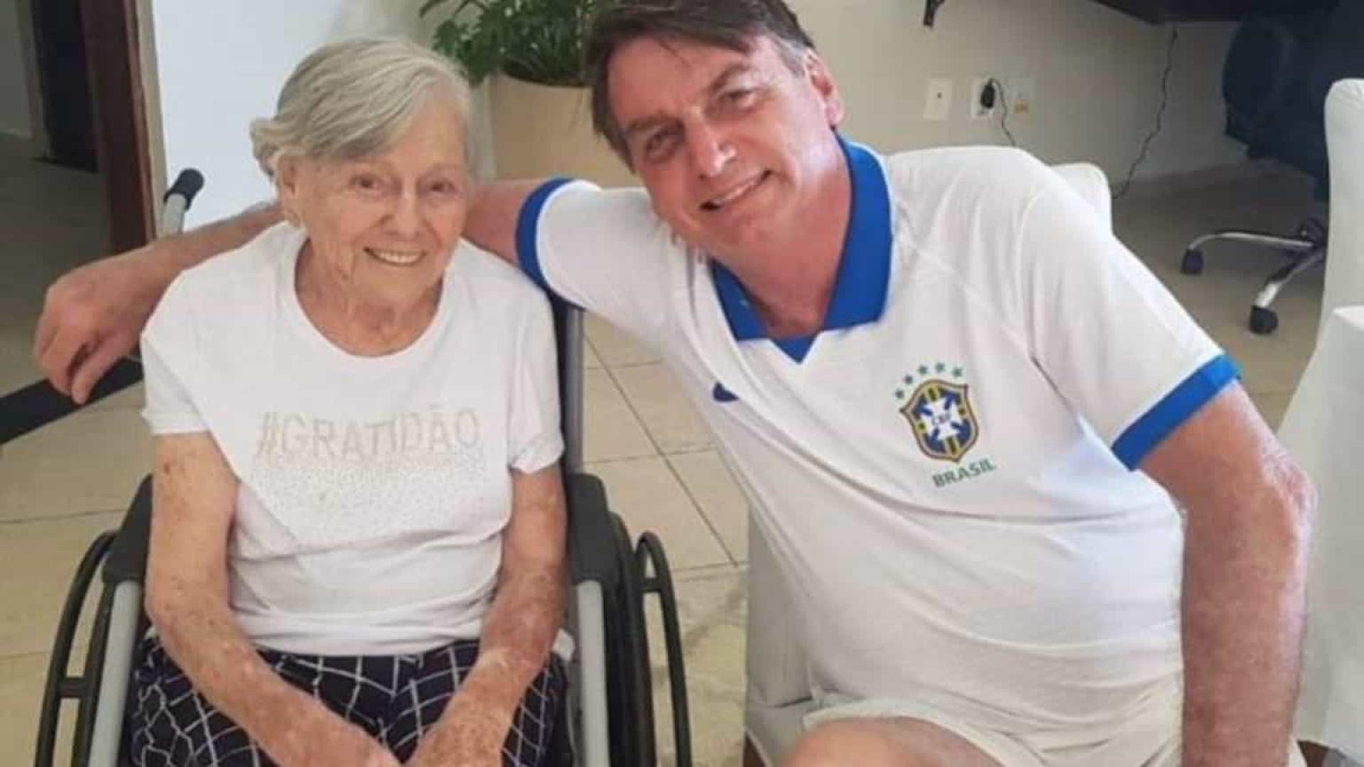 Mãe de Bolsonaro é vacinada no município paulista de Eldorado