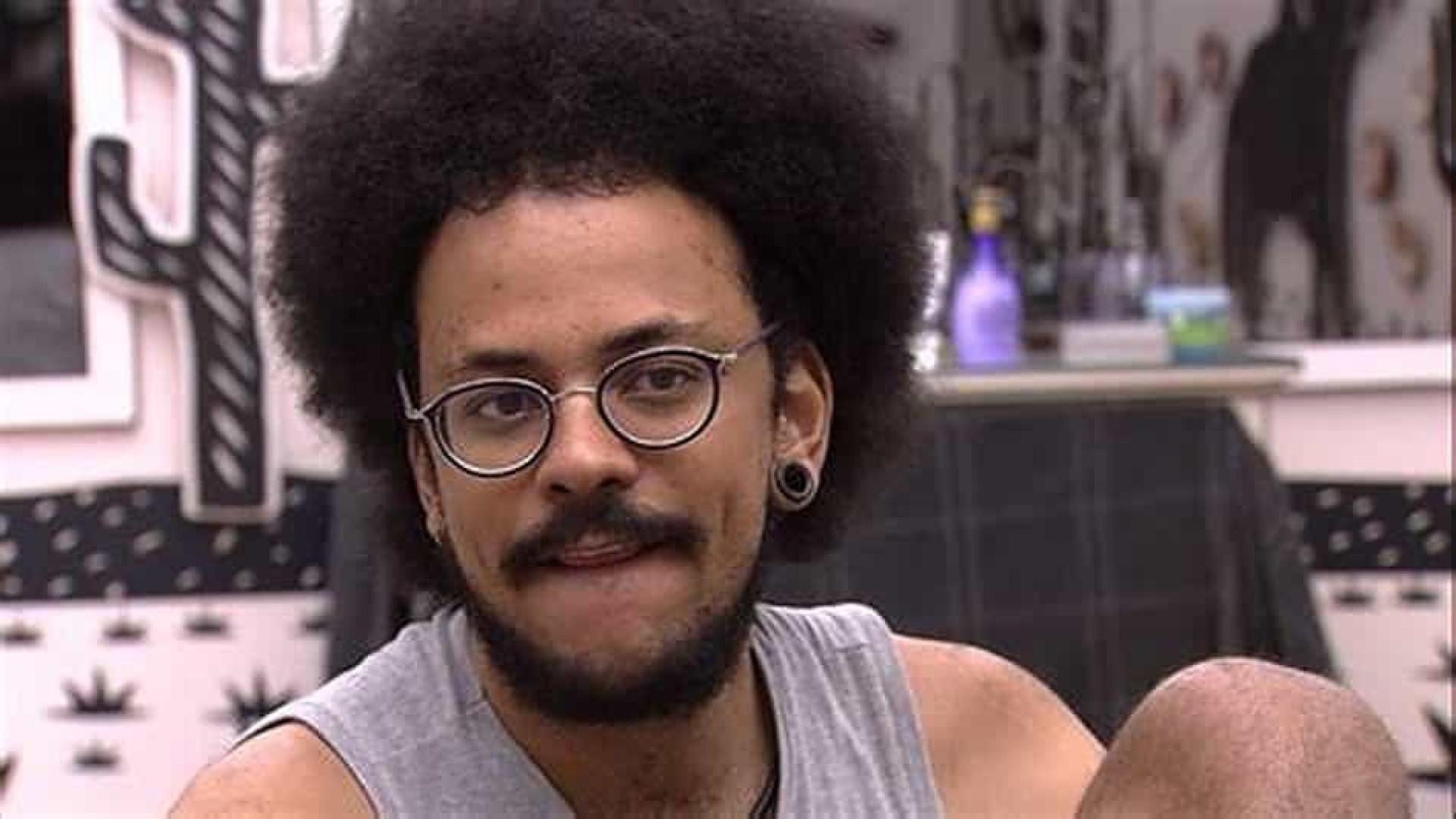 João recebe apoio de artistas após Rodolffo voltar a comparar seu cabelo com peruca
