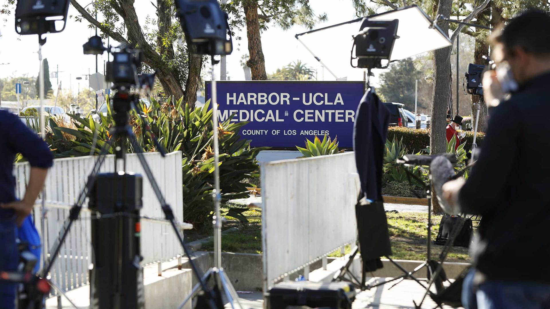 Dois dias após cirurgia, Tiger Woods é transferido de hospital em Los Angeles