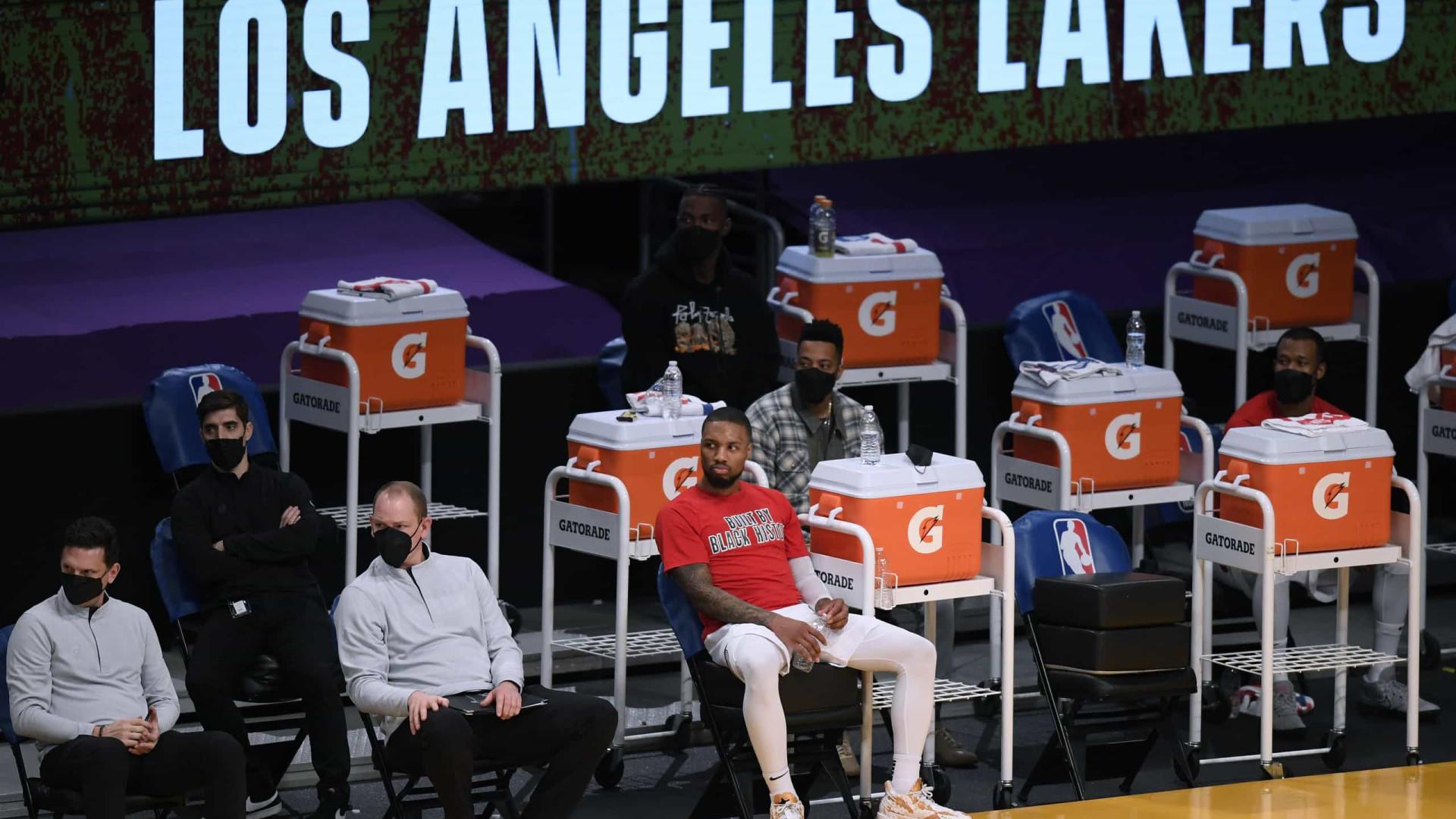 Lakers vencem Nuggets em boa atuação de Davis e encerram sequência de derrotas