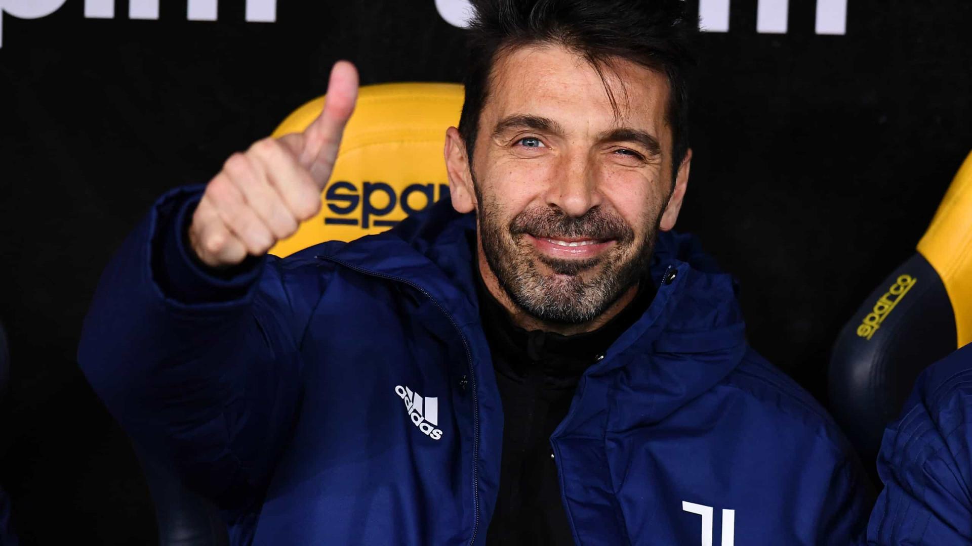 Aos 43 anos, Buffon estabelece 2023 como limite para se aposentar do futebol