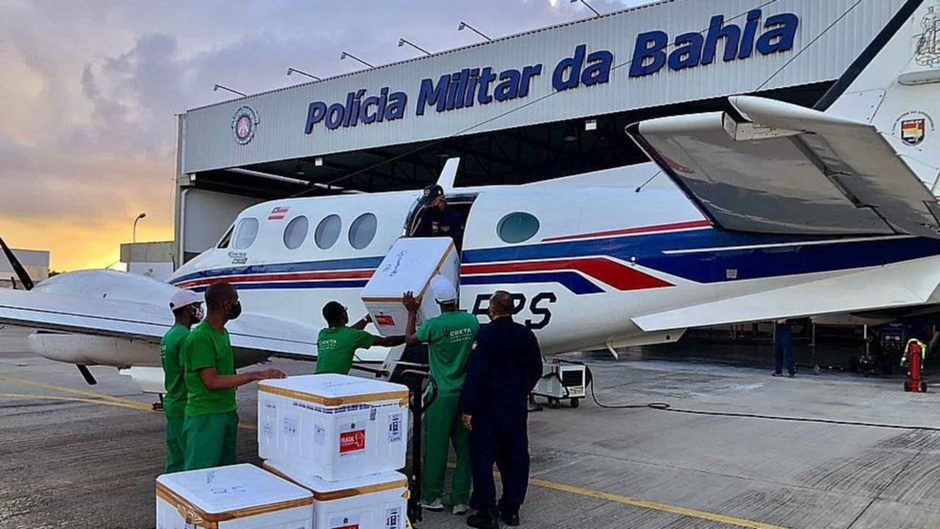 Avião que carregava vacinas contra a Covid-19 bate em jumentos ao pousar na Bahia