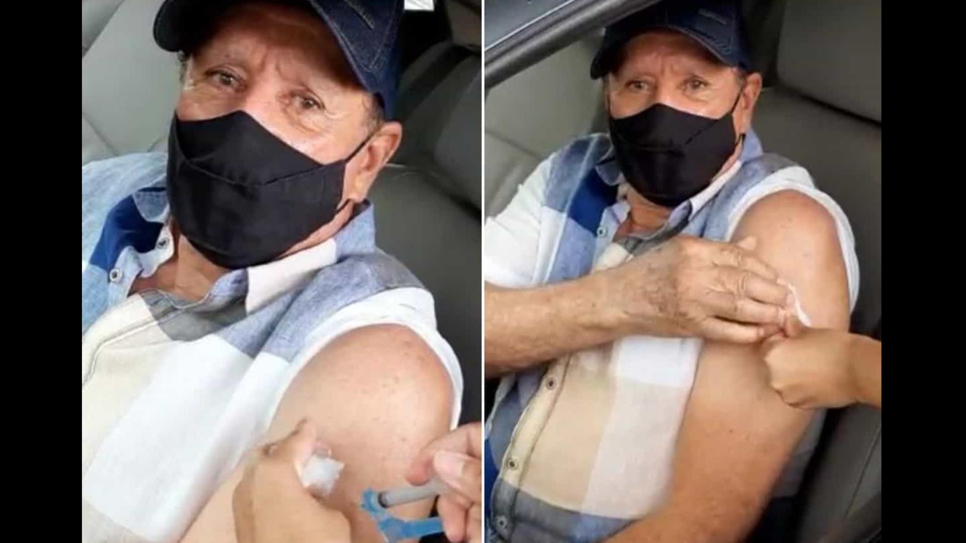 Creone, do Trio Parada Dura, recebe vacina contra Covid