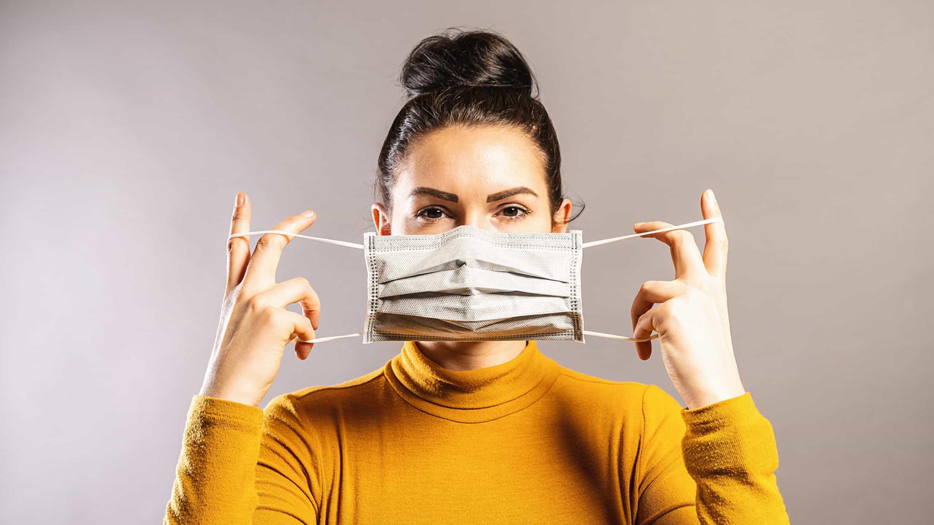 Máscara de 3 camadas protege 100% contra gotículas de espirro e tosse