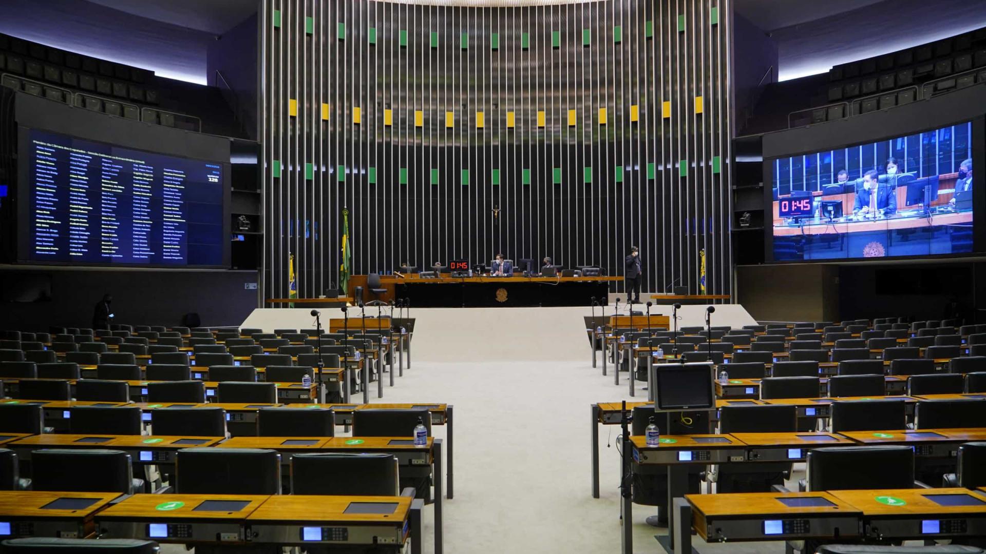 Câmara aprova projeto que impede multas a estados que descumprirem teto