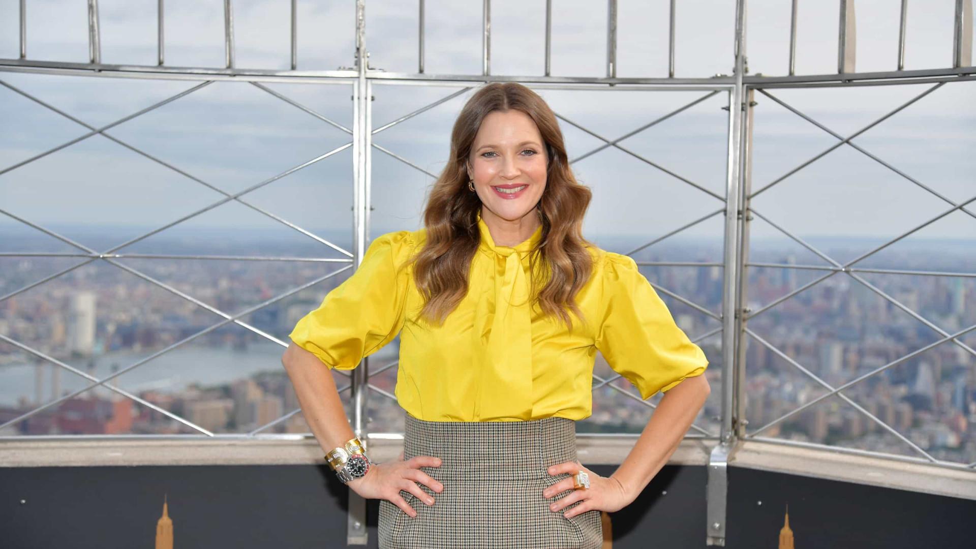 Drew Barrymore explica por que afasta filhas das redes sociais