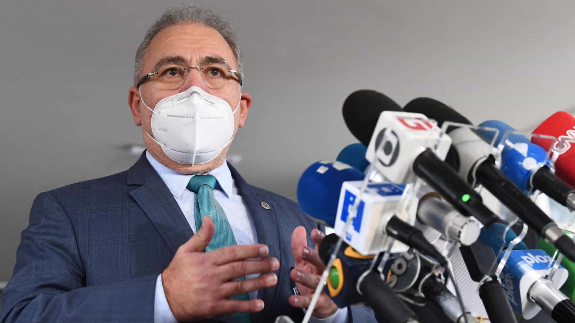 Em cerimônia discreta, Bolsonaro dá posse a Marcelo Queiroga