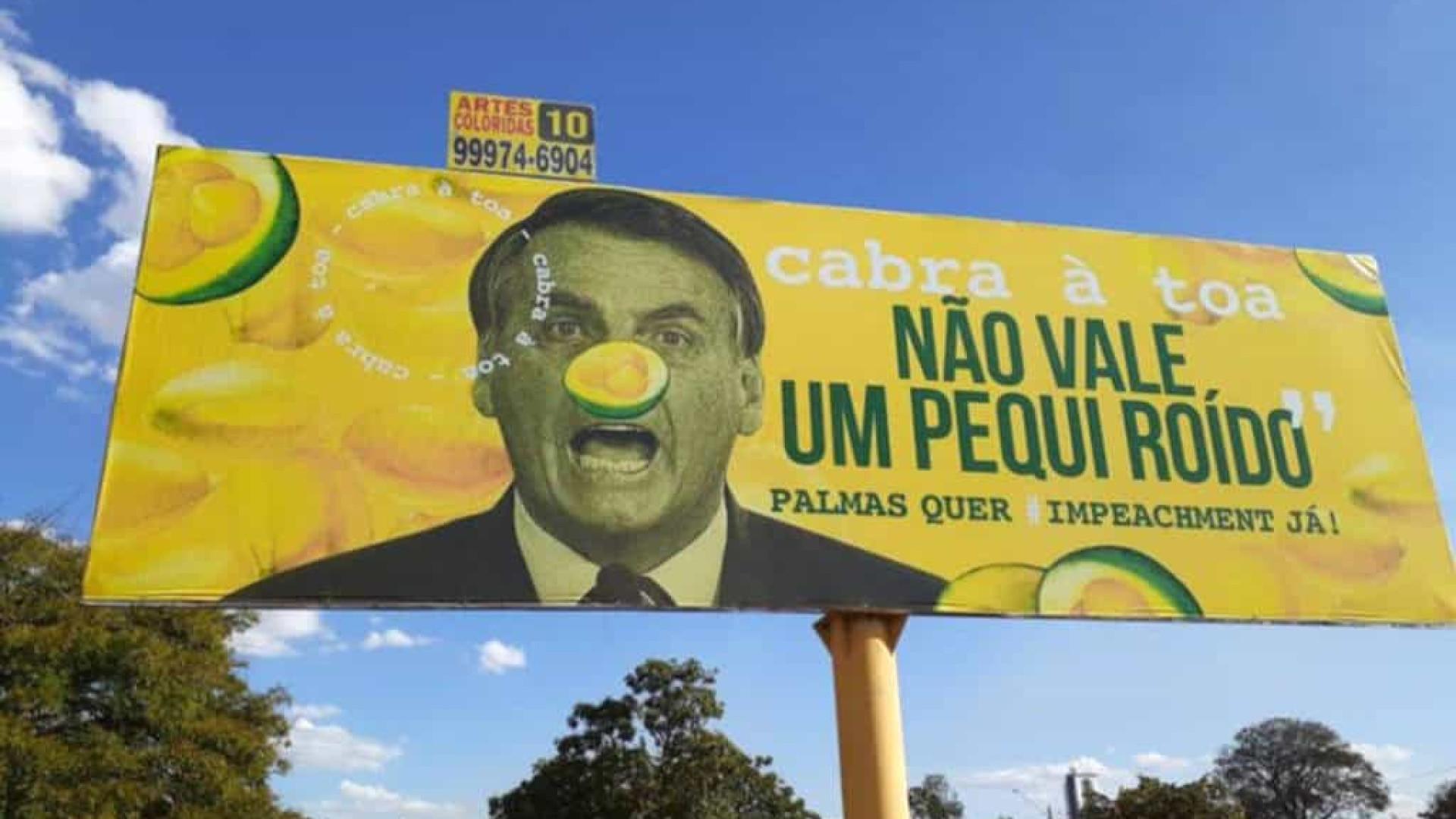 Ministro aciona a PF para investigar sociólogo que usou outdoors para criticar Bolsonaro