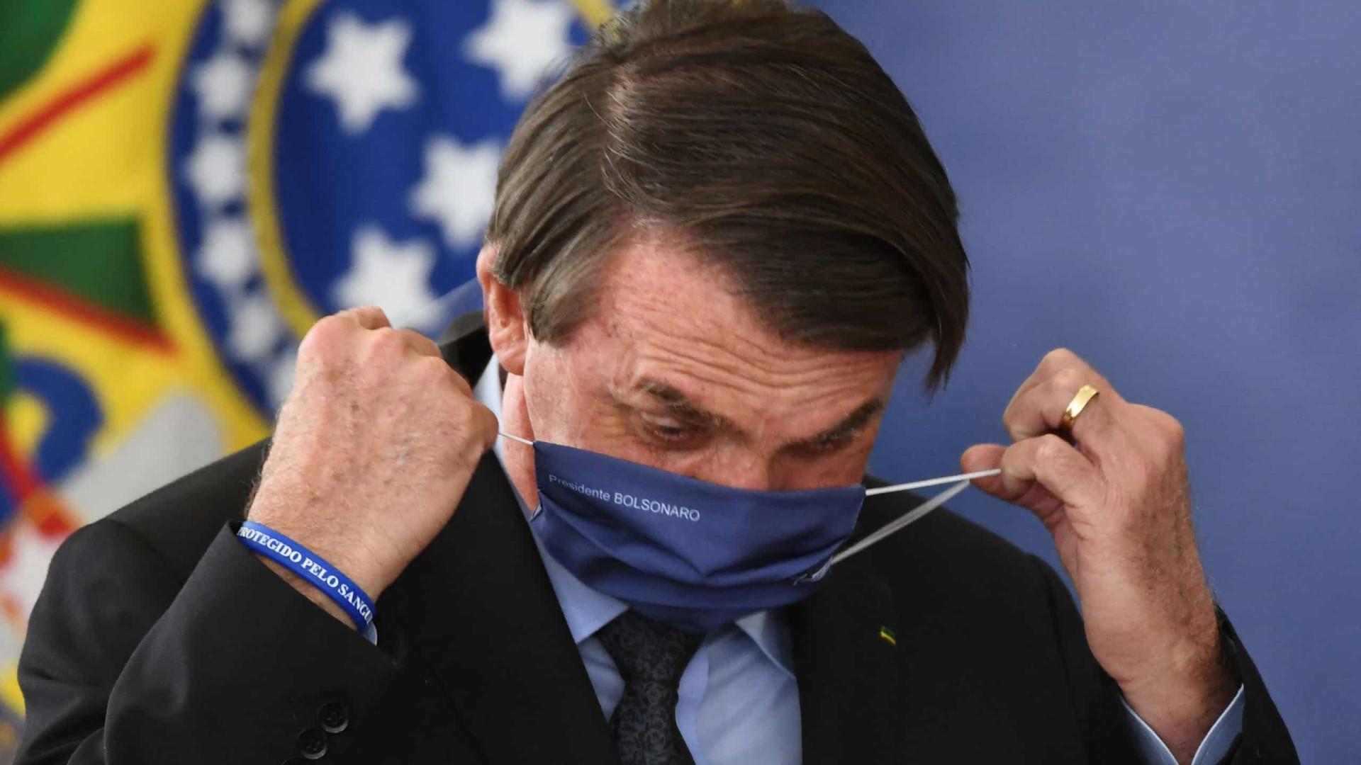 No auge da pandemia de Covid, Bolsonaro diz que Brasil vem dando exemplo