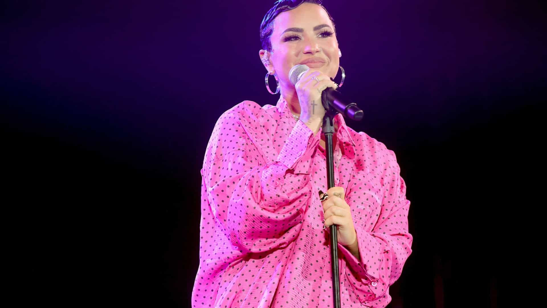 Demi Lovato diz que se identifica como pessoa não-binária