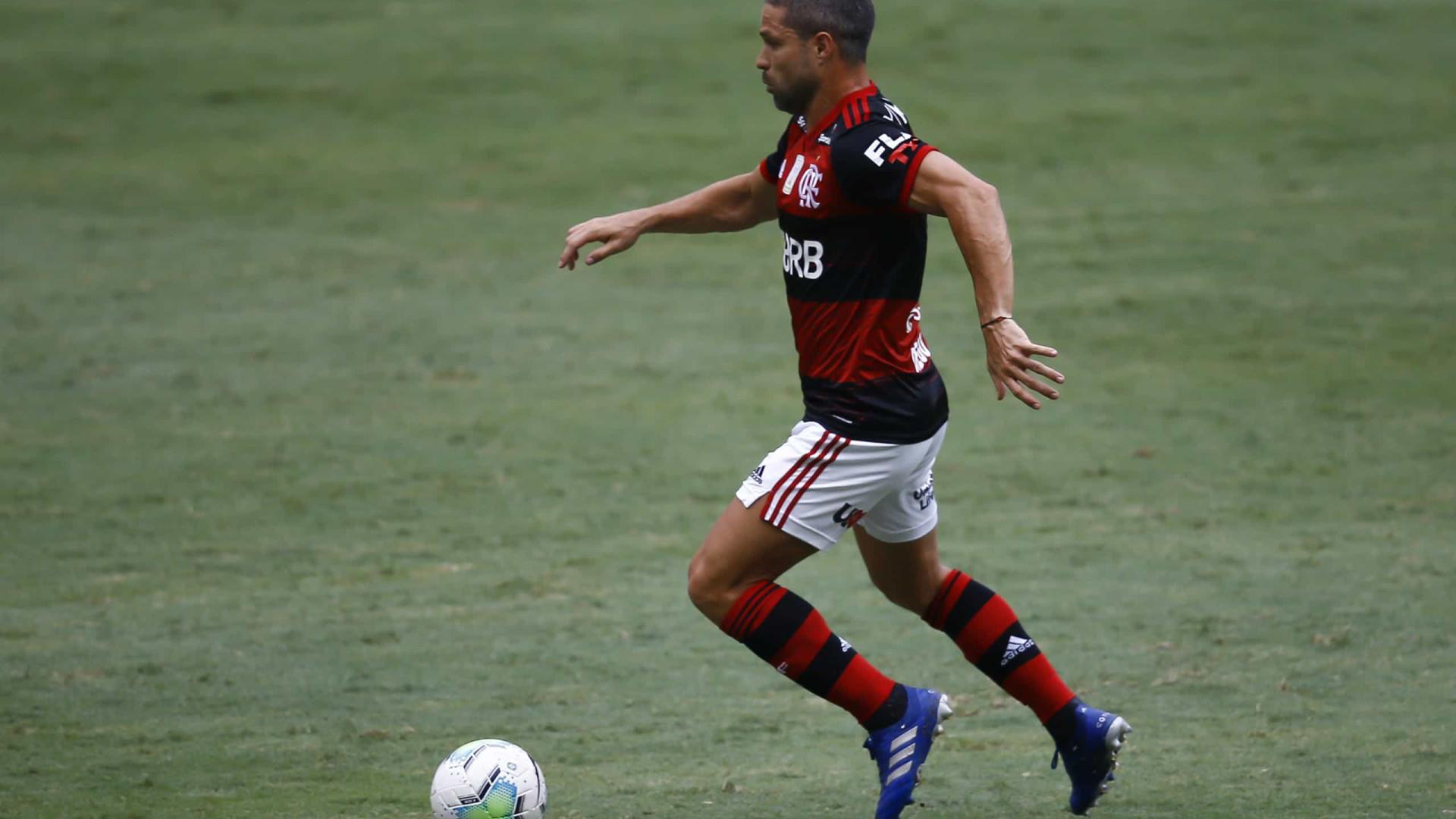 Após 7 títulos em 2 anos, Diego ainda aponta 'fome' de títulos no Flamengo