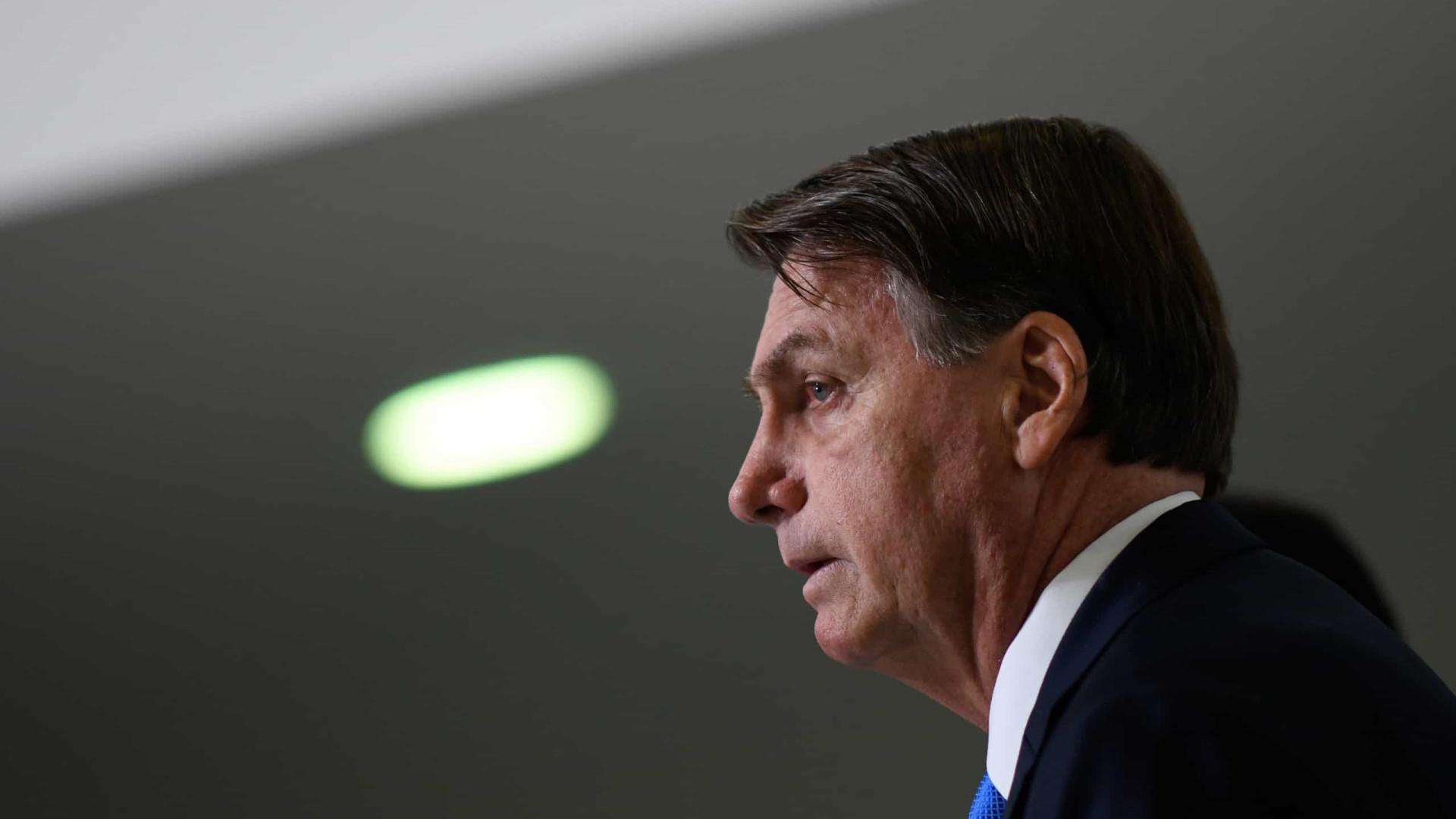 Após recorde de mortes, Bolsonaro diz esperar que STF mantenha igrejas abertas