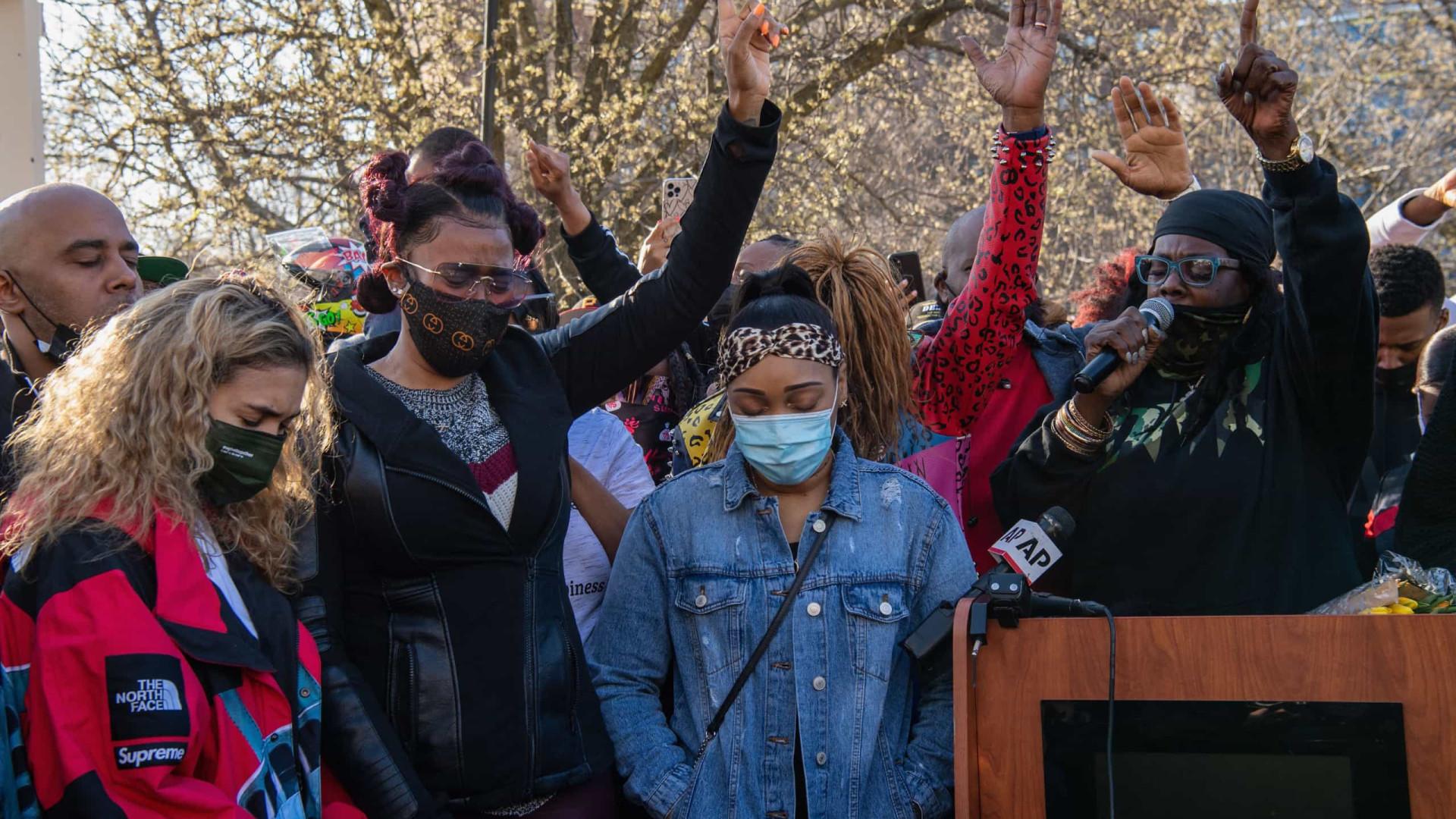 Fãs do rapper DMX fazem vigília na frente do hospital após internação