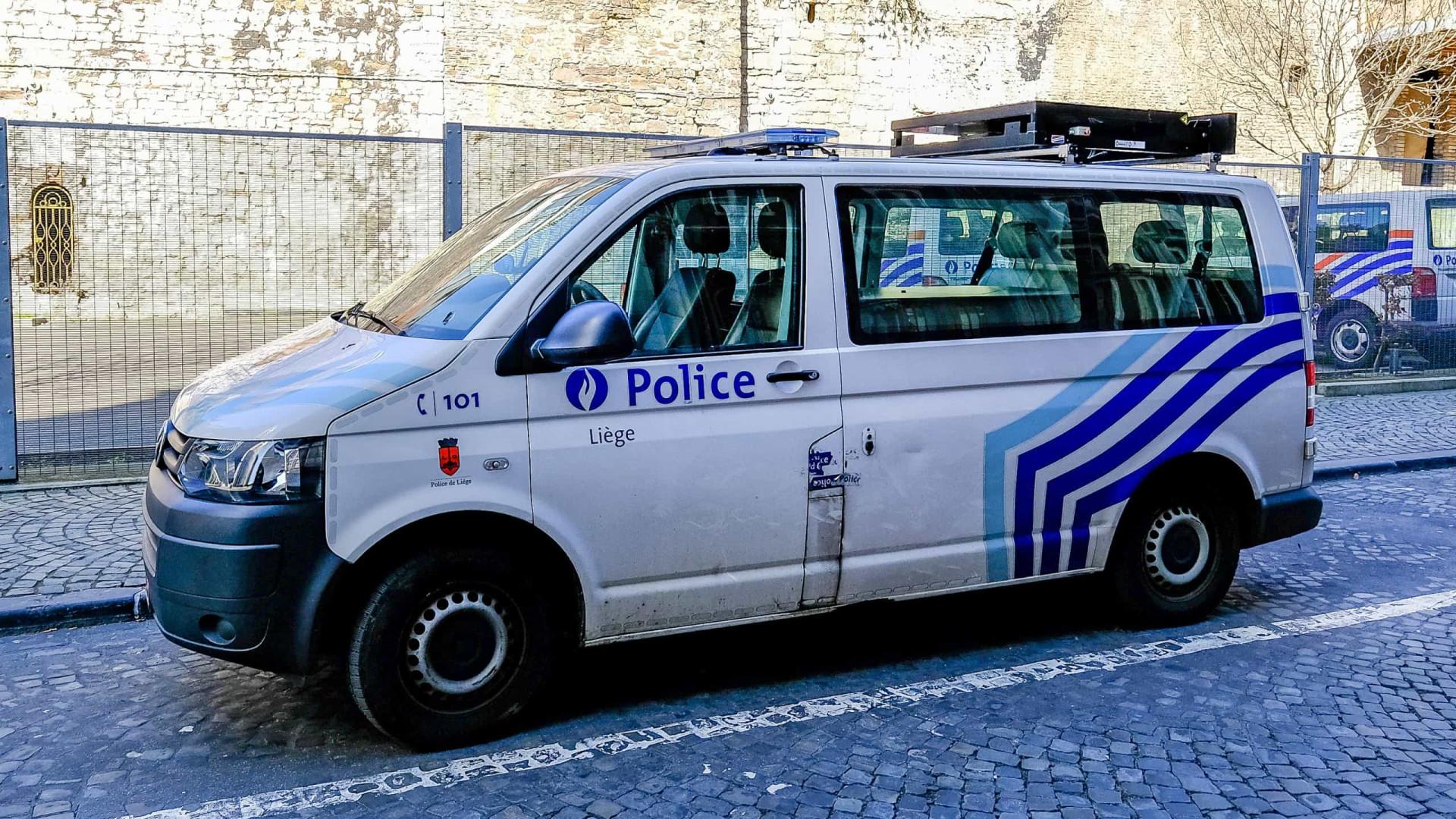 Jovem morre ao tentar fugir da polícia após festa ilegal na Bélgica