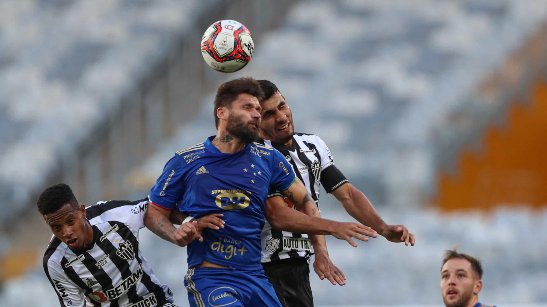 Cruzeiro leva a melhor no clássico centenário contra Atlético-MG; Hulk é expulso