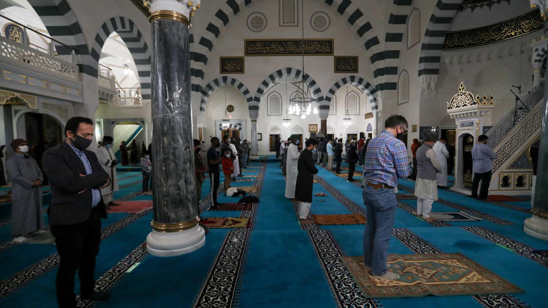 Países muçulmanos iniciam ramadã com medidas para evitar aglomerações