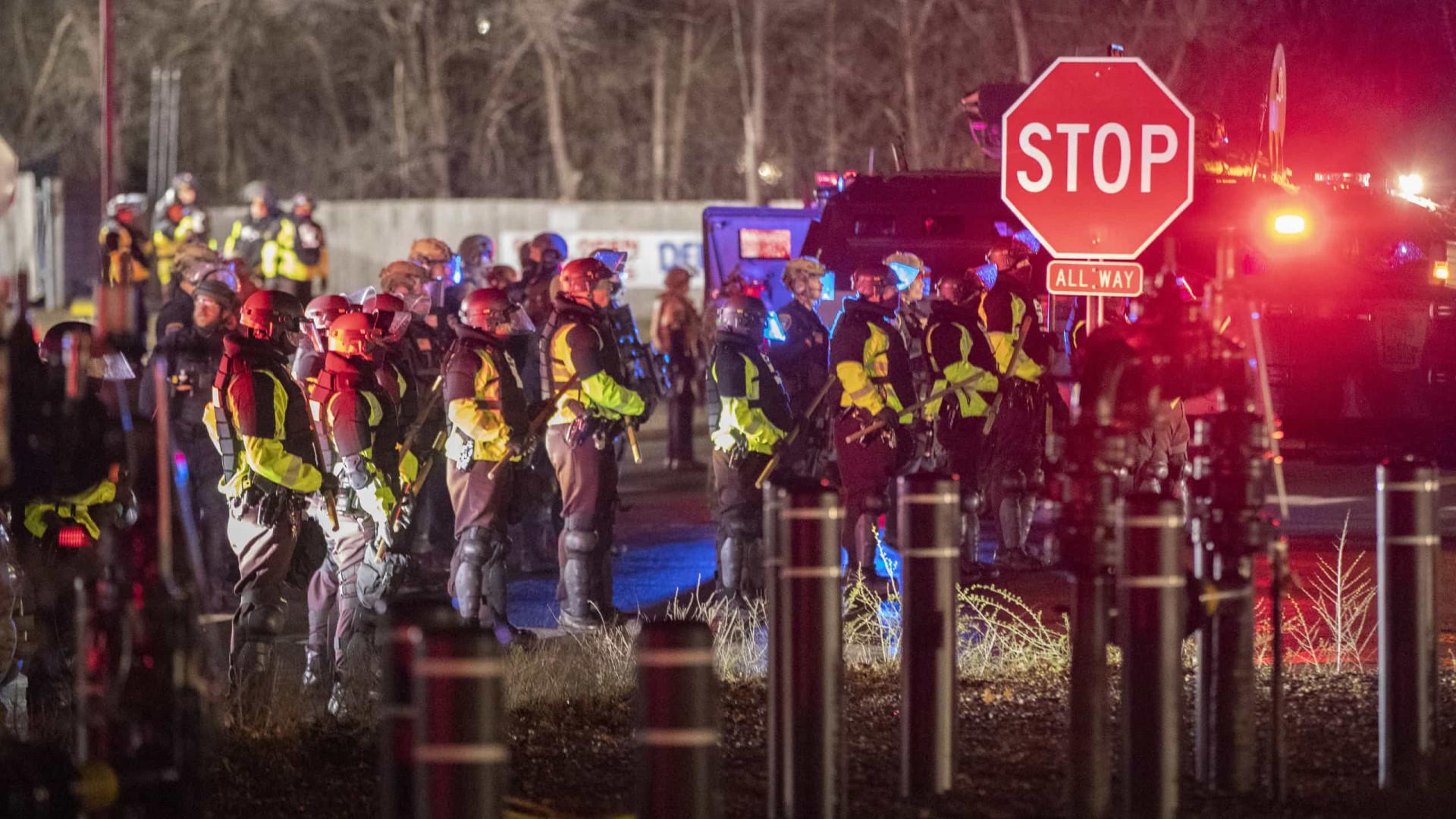 Polícia prende mais de 50 em 2ª noite de protestos após morte de homem negro nos EUA