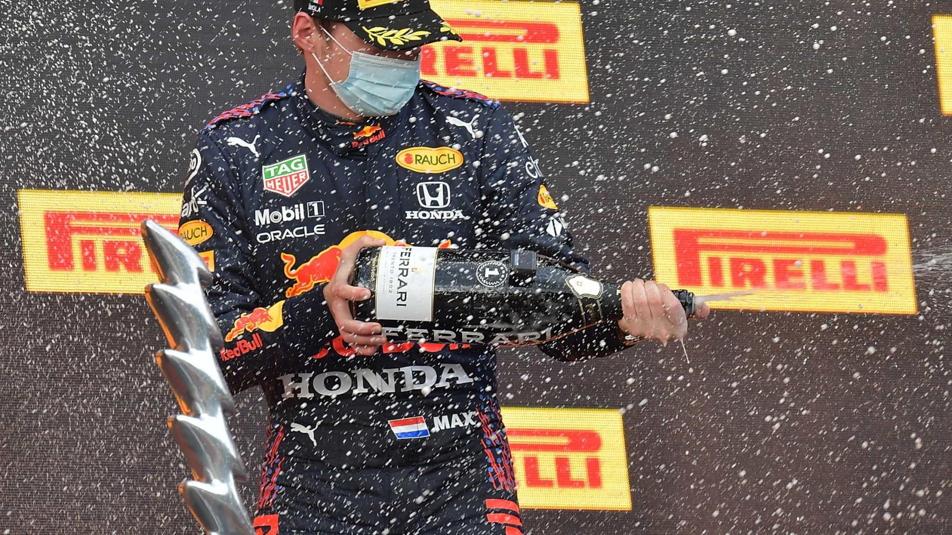 Verstappen vence duelo com Hamilton na França e dispara no Mundial