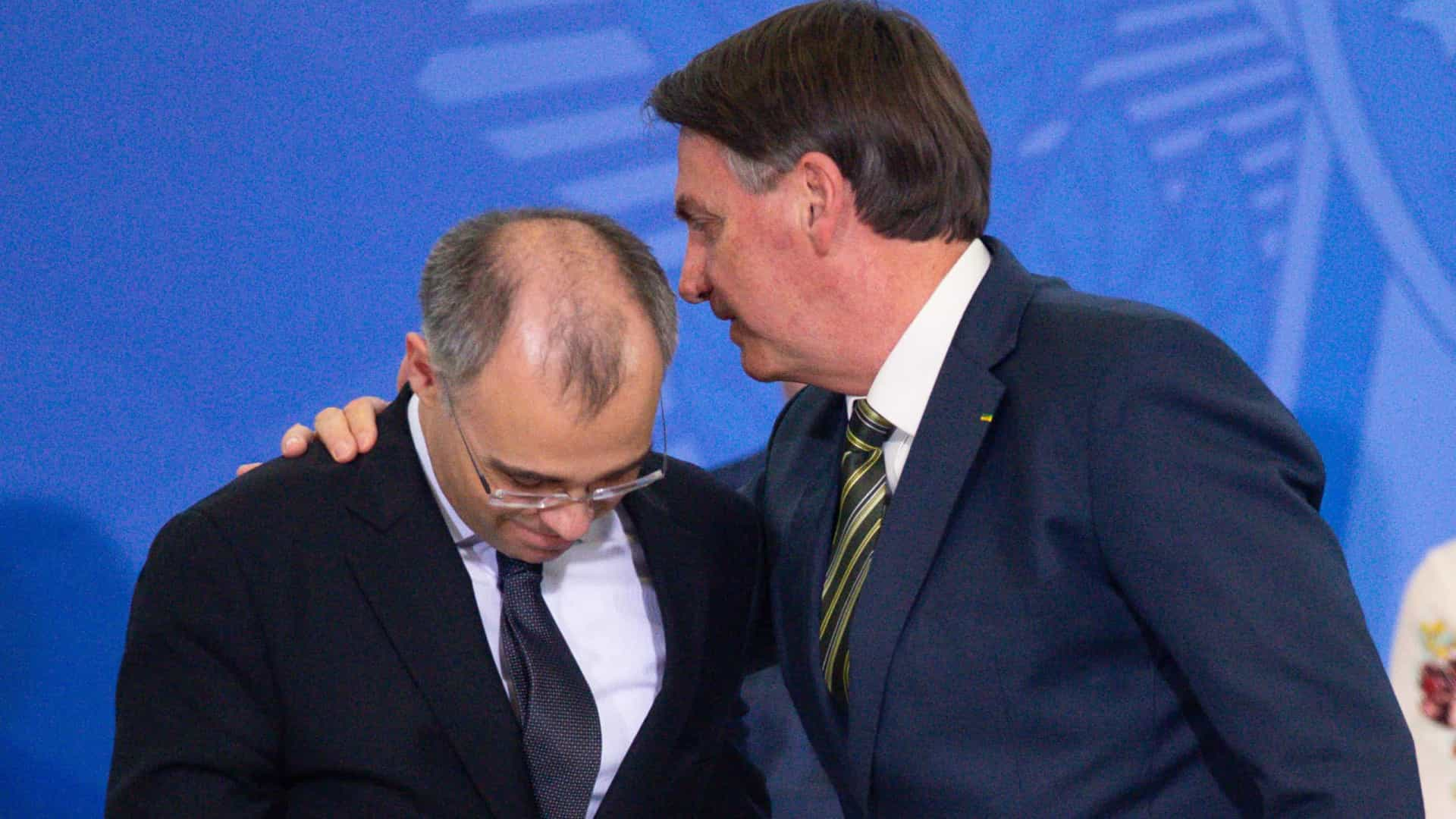 Bolsonaro diz a pastores que vai indicar André Mendonça para vaga no STF