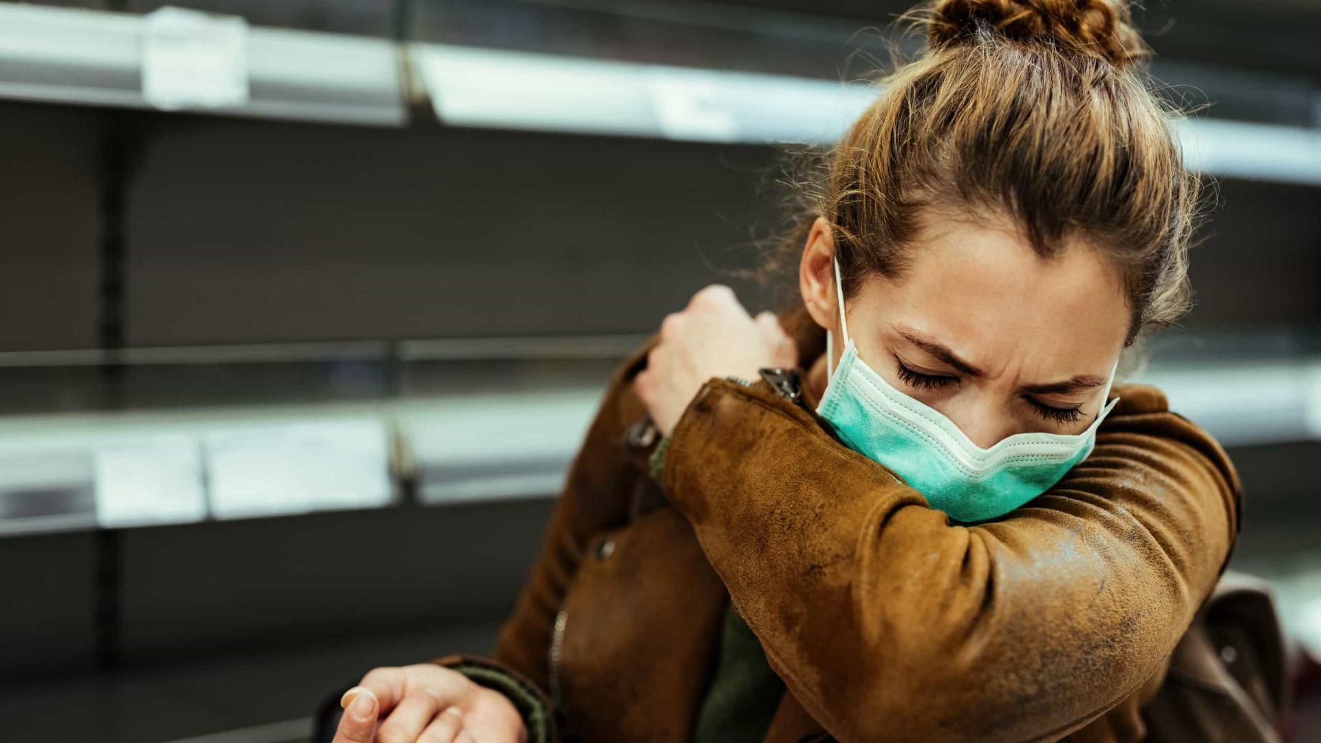 EUA recomendam uso de máscaras por vacinados em áreas de alto risco