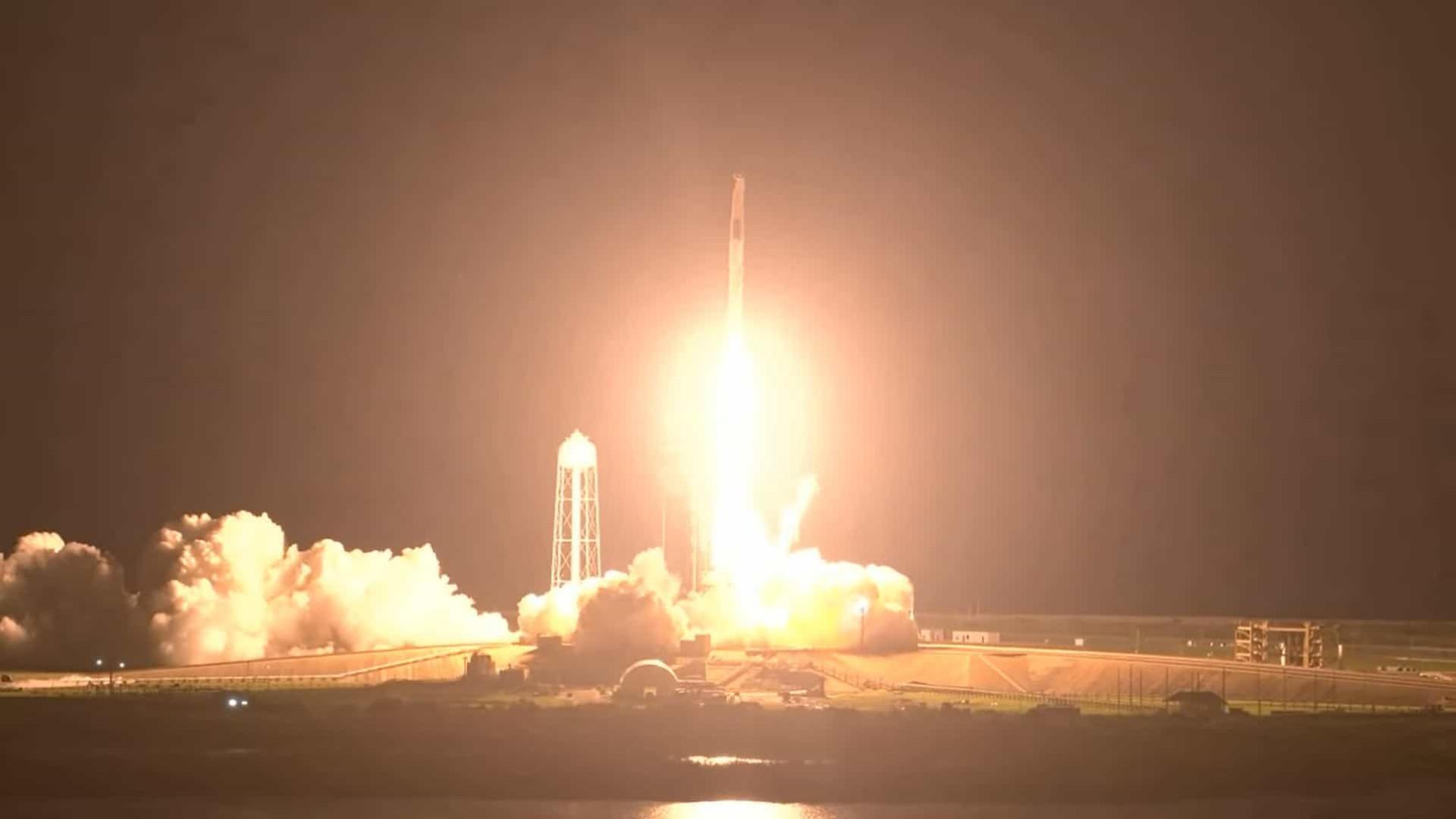 Astronautas a caminho da Estação Espacial. SpaceX realiza nova decolagem