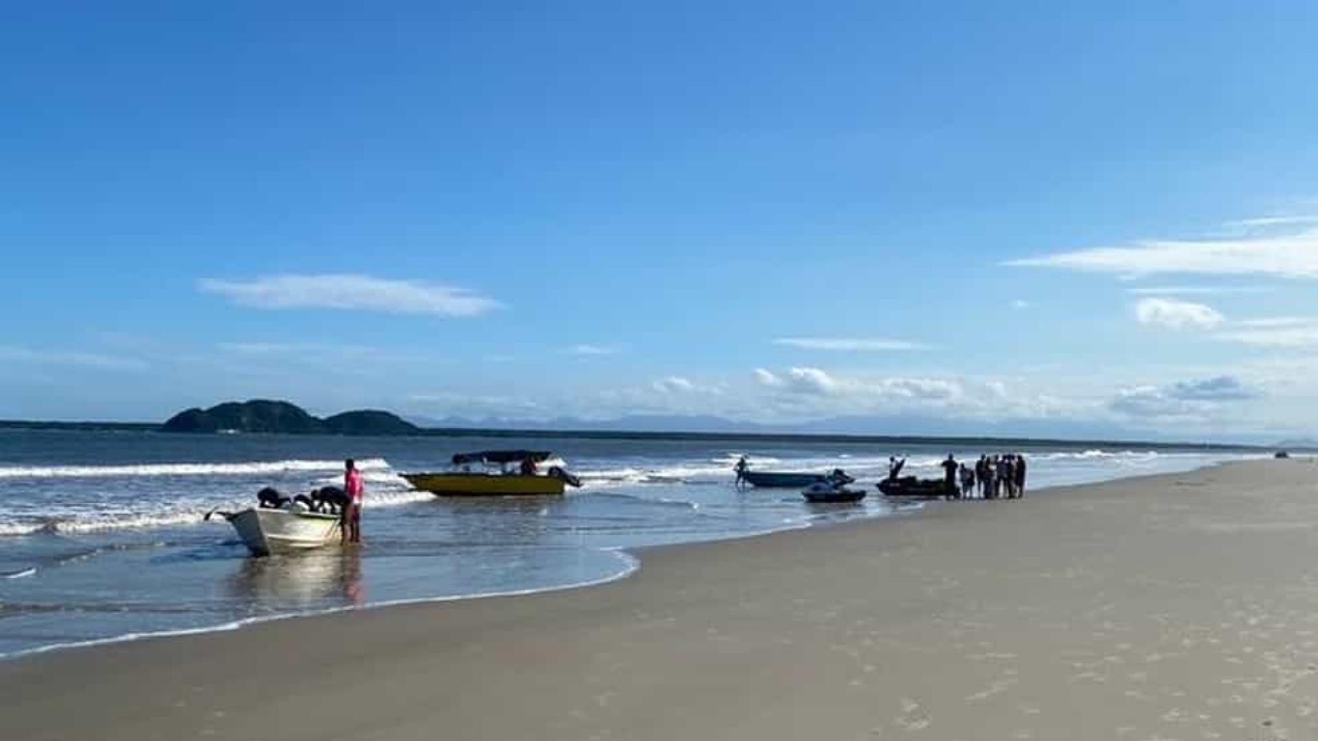 Menina de seis anos salva três pessoas após barco virar no Paraná
