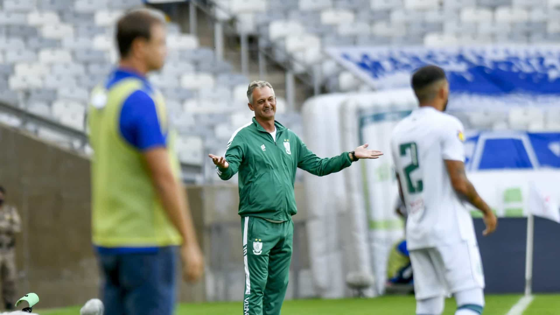 Cruzeiro leva dois gols em quatro minutos e perde de virada para o América-MG