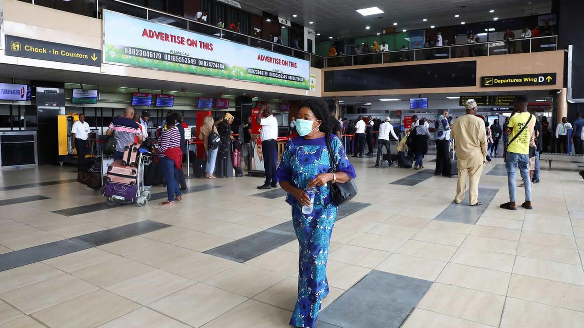 Covid-19: Nigéria proíbe viajantes da Índia, do Brasil e da Turquia