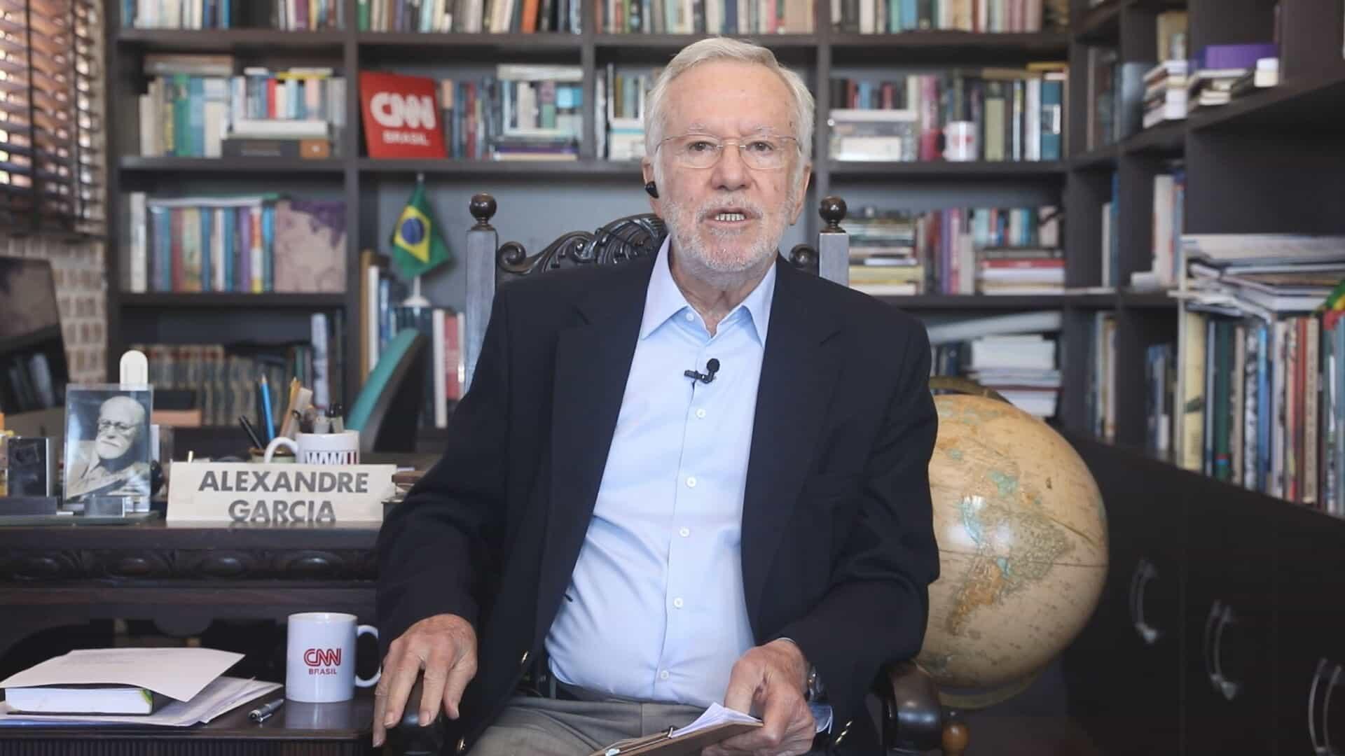 Alexandre Garcia cria 'climão' na CNN ao defender ameaça de Bolsonaro