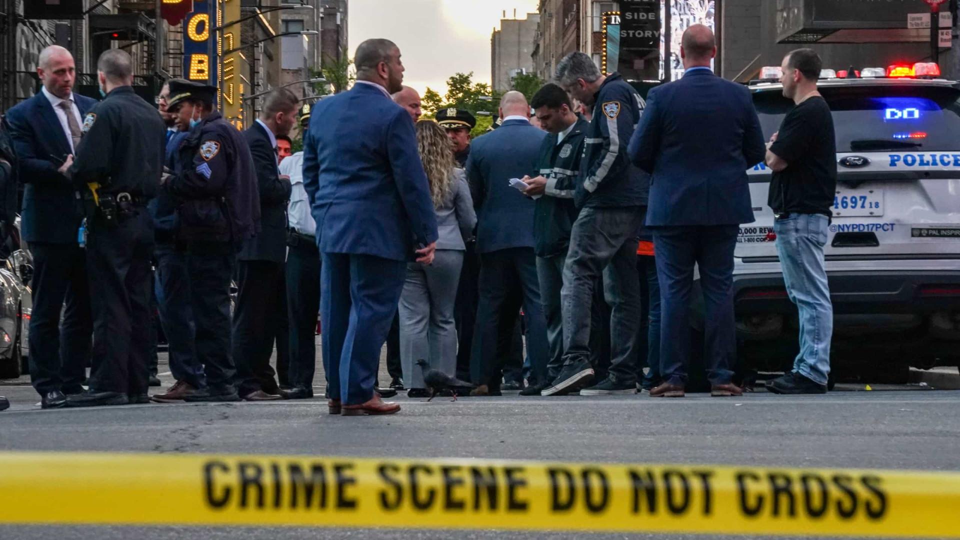 Briga com tiros na Times Square fere 3, incluindo menina de 4 anos