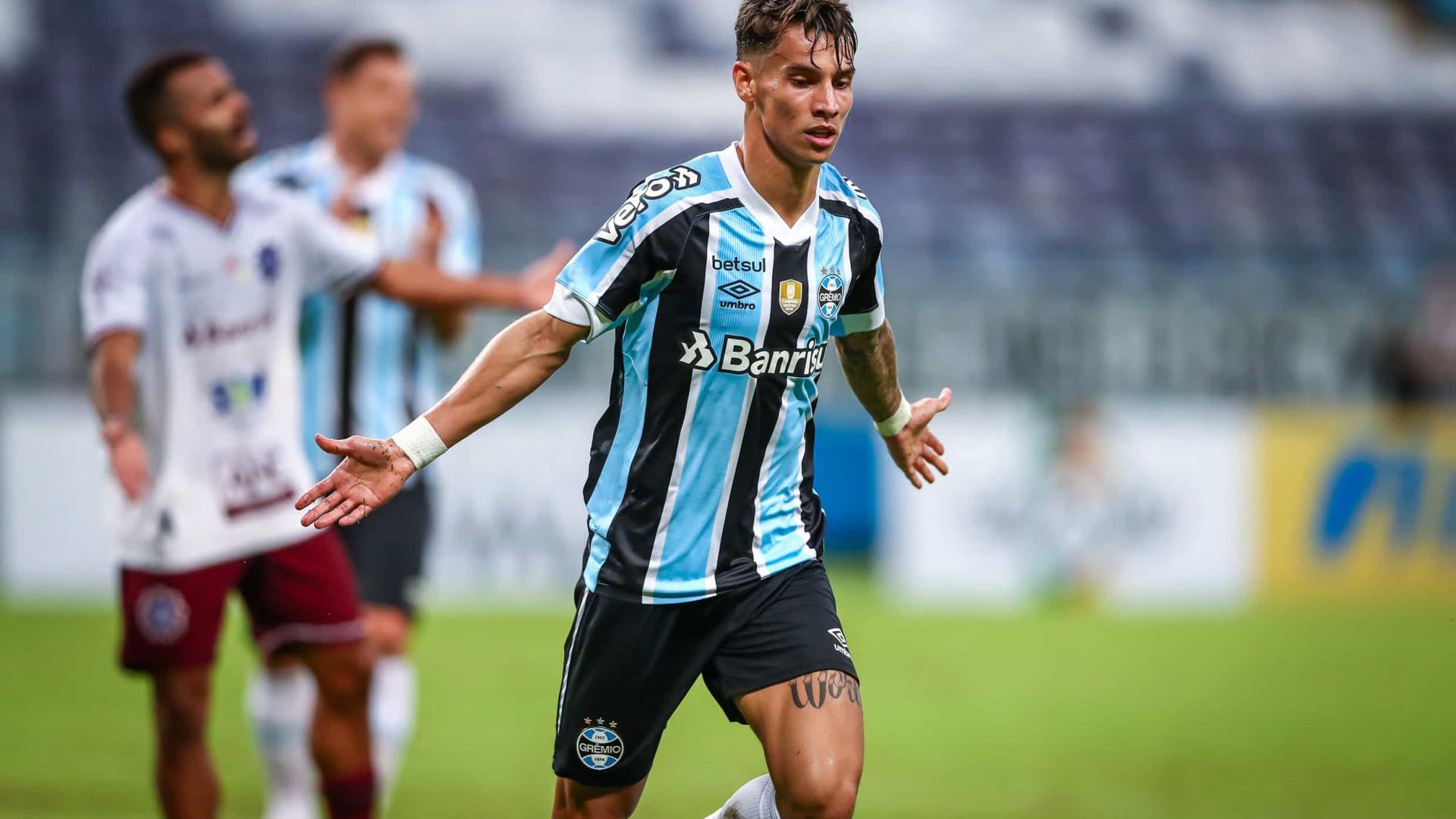 Em dia inspirado de Ferreira, Grêmio vence Caxias e faz final contra o Inter