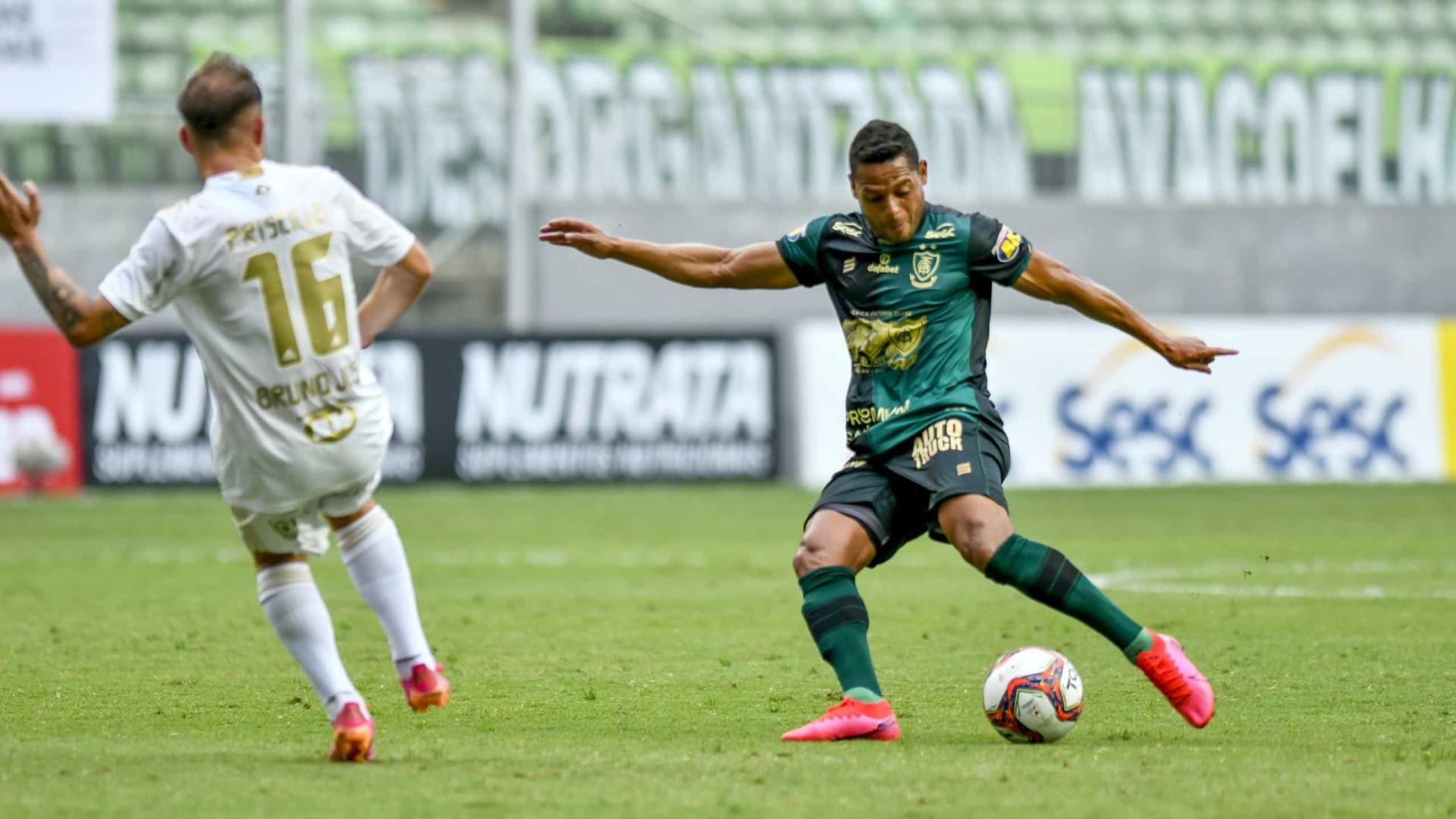 Com 2 gols de pênalti, América vence Cruzeiro de novo e vai à final do Mineiro