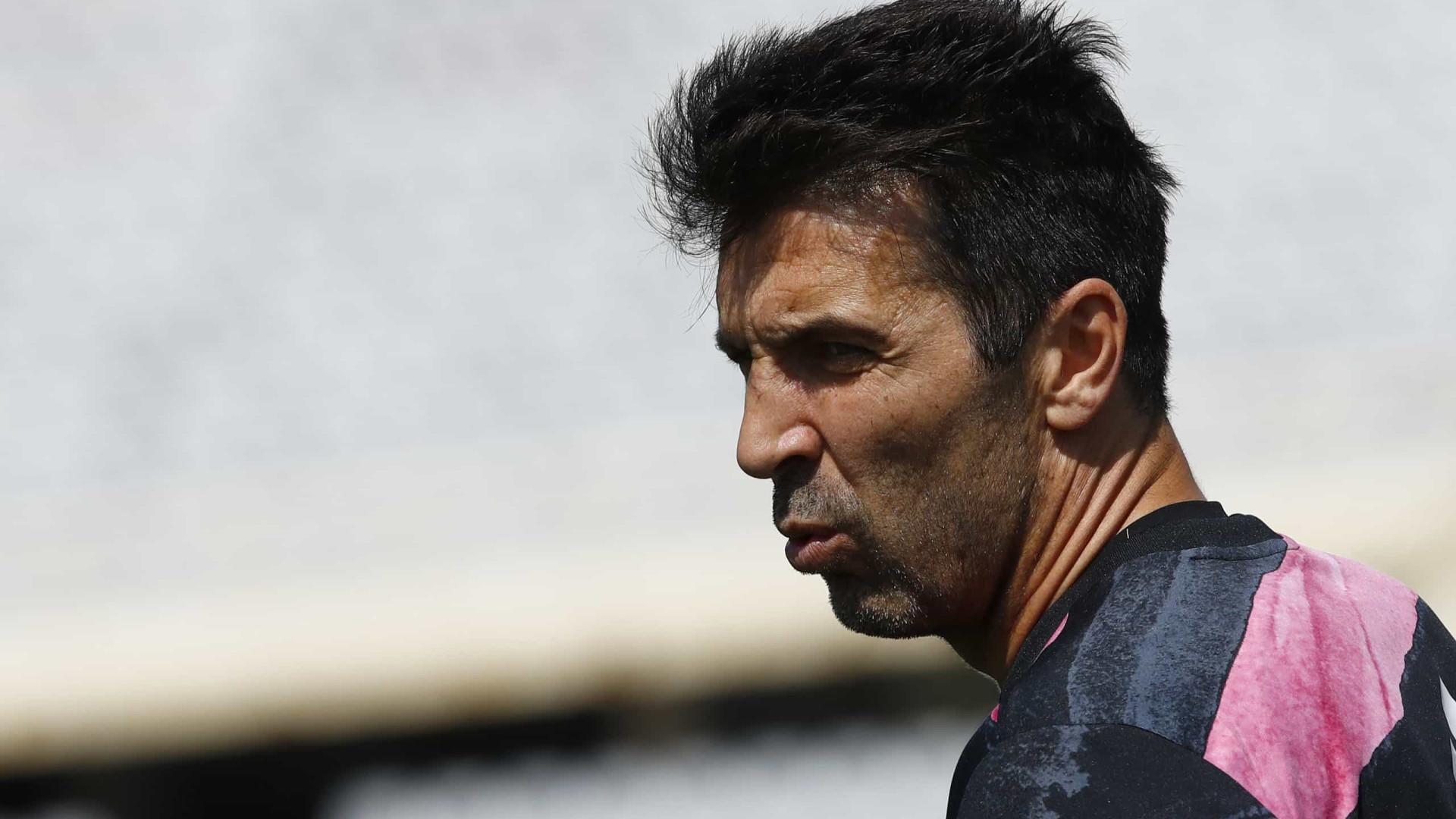 Buffon confirma saída da Juventus e diz que está 'refletindo' sobre aposentadoria